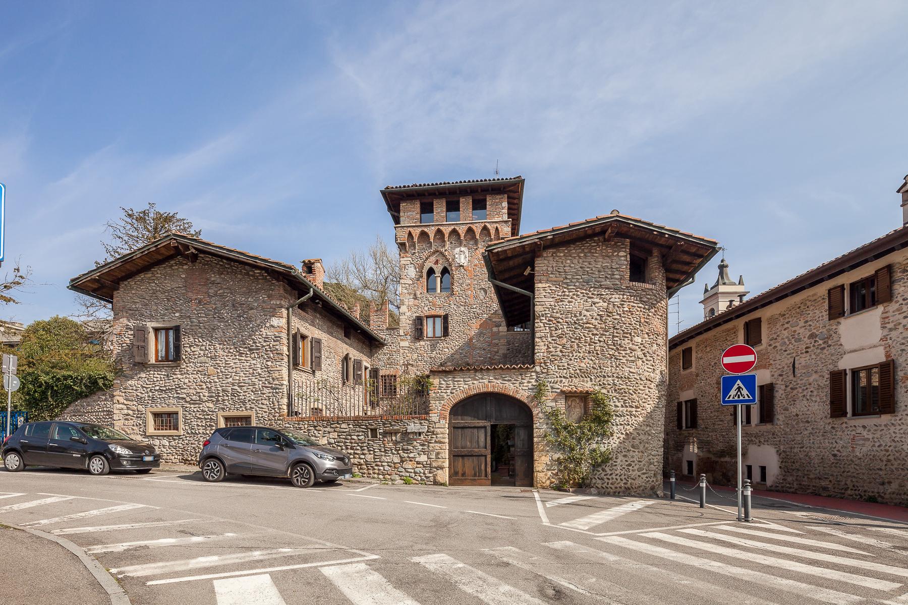 Villa in Vendita a Gorle: 5 locali, 850 mq - Foto 2