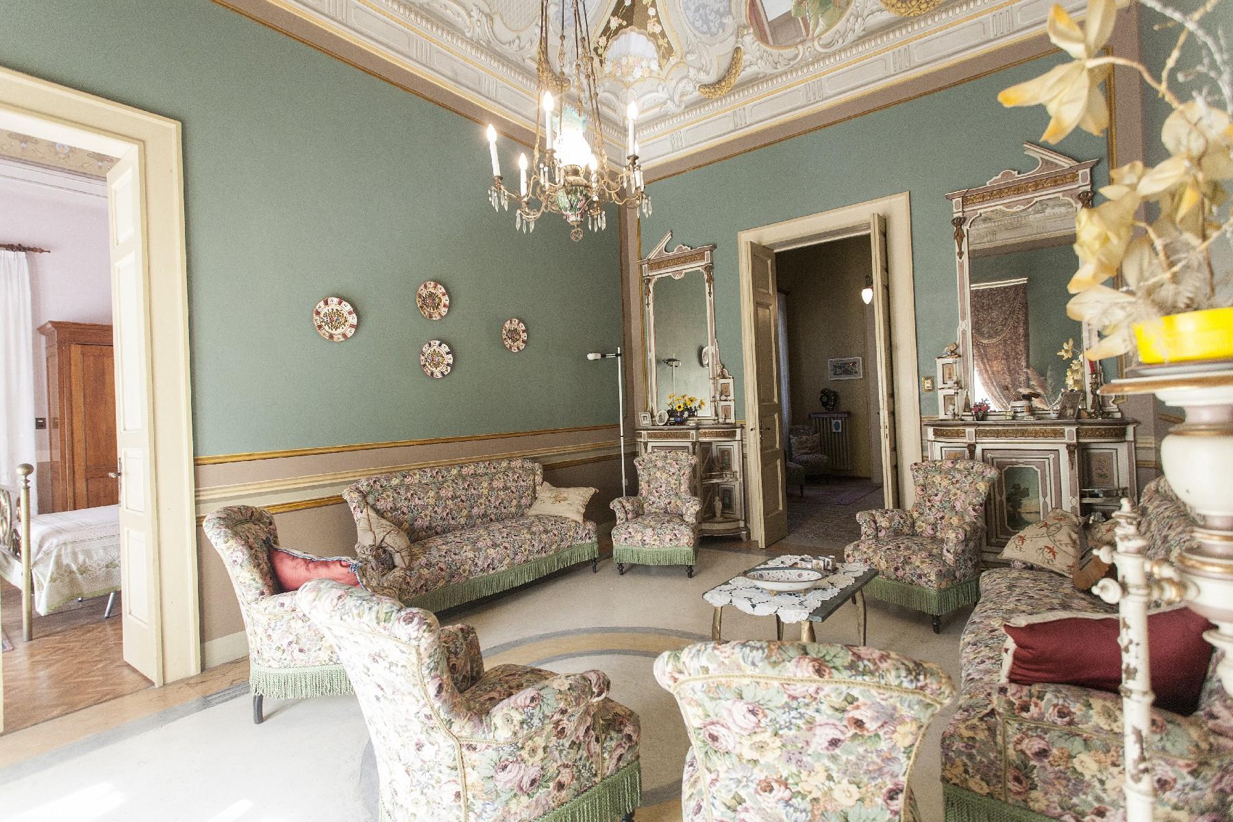 Palazzo in Vendita a Aradeo: 5 locali, 600 mq - Foto 3