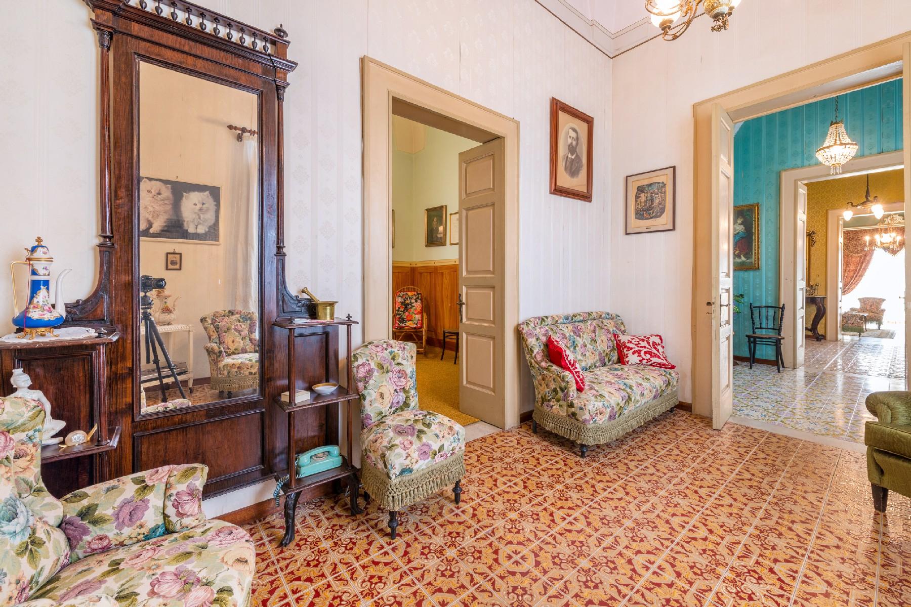 Palazzo in Vendita a Aradeo: 5 locali, 600 mq - Foto 2