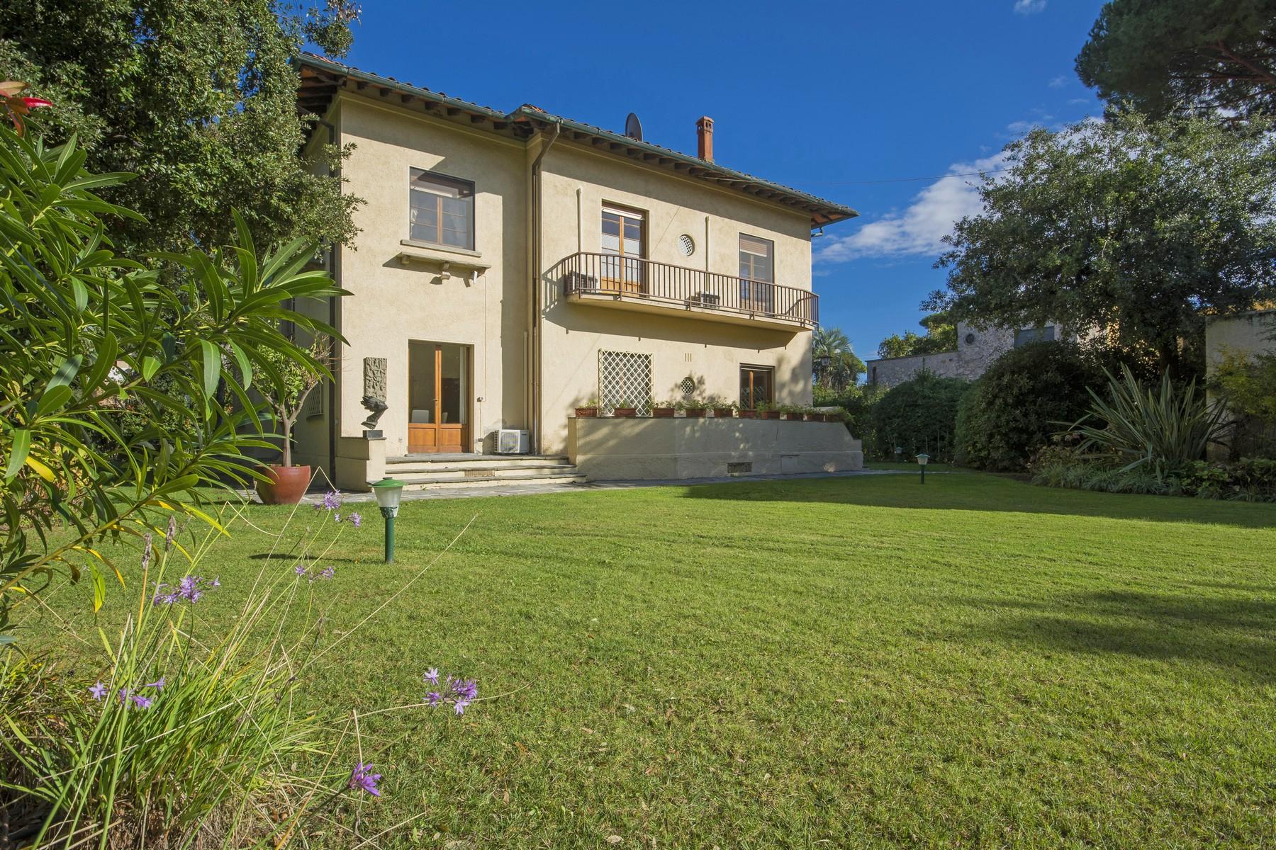 Villa in Vendita a Forte Dei Marmi via xx settembre