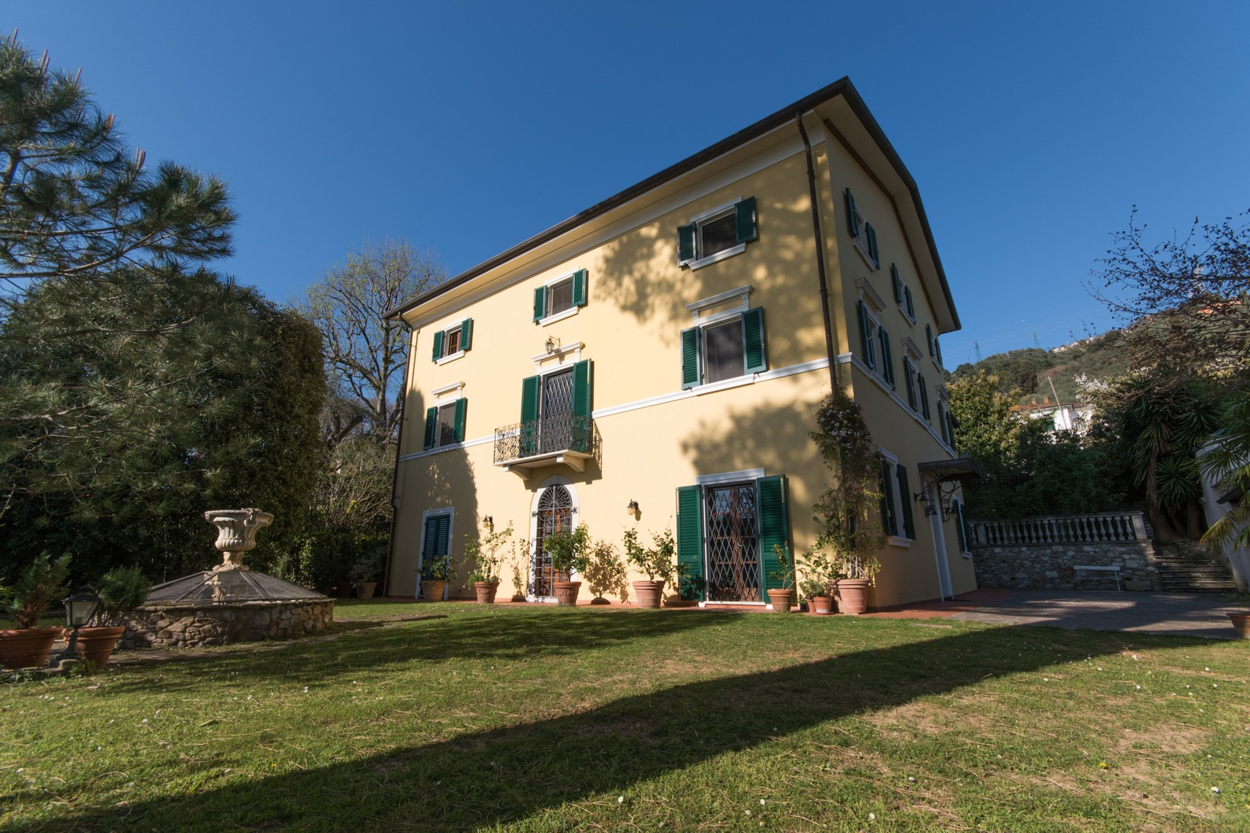 Villa in Vendita a Pietrasanta: 5 locali, 600 mq