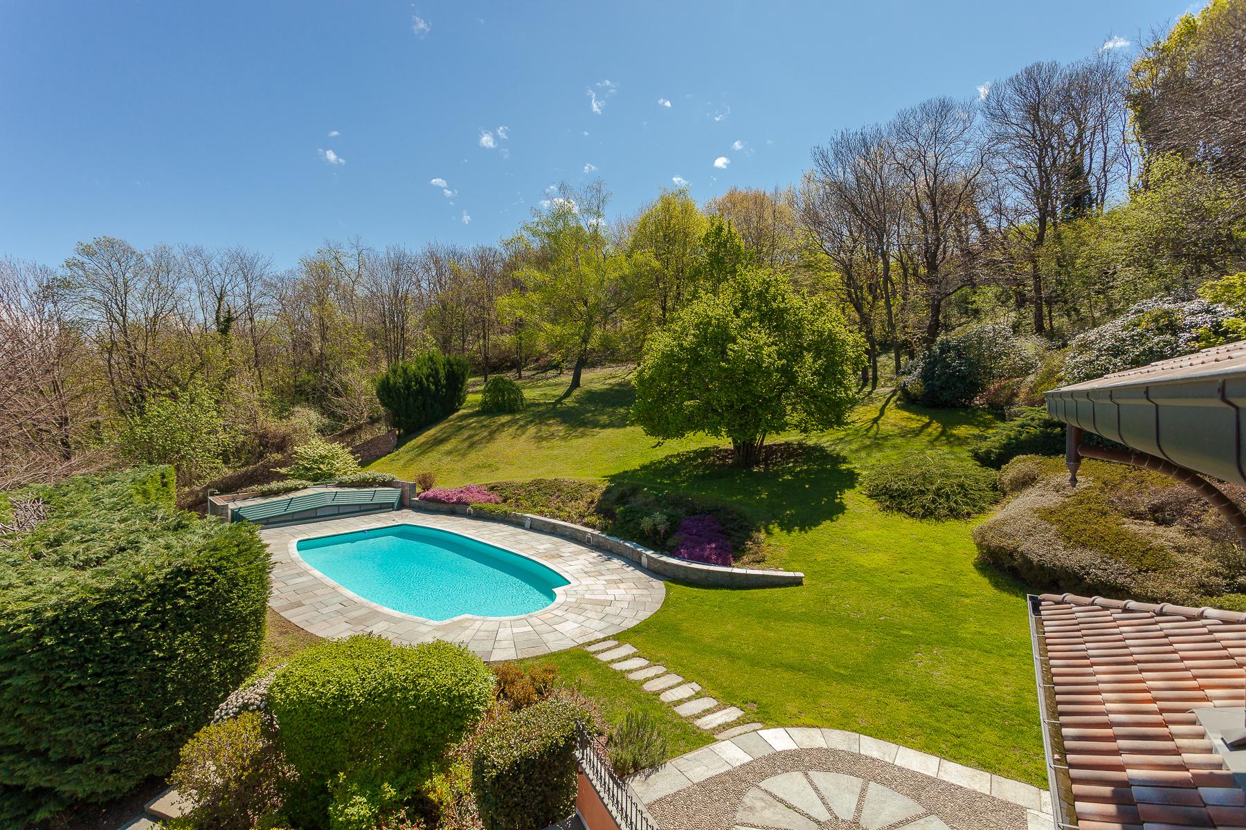 Villa in Vendita a Varese colle via al colle