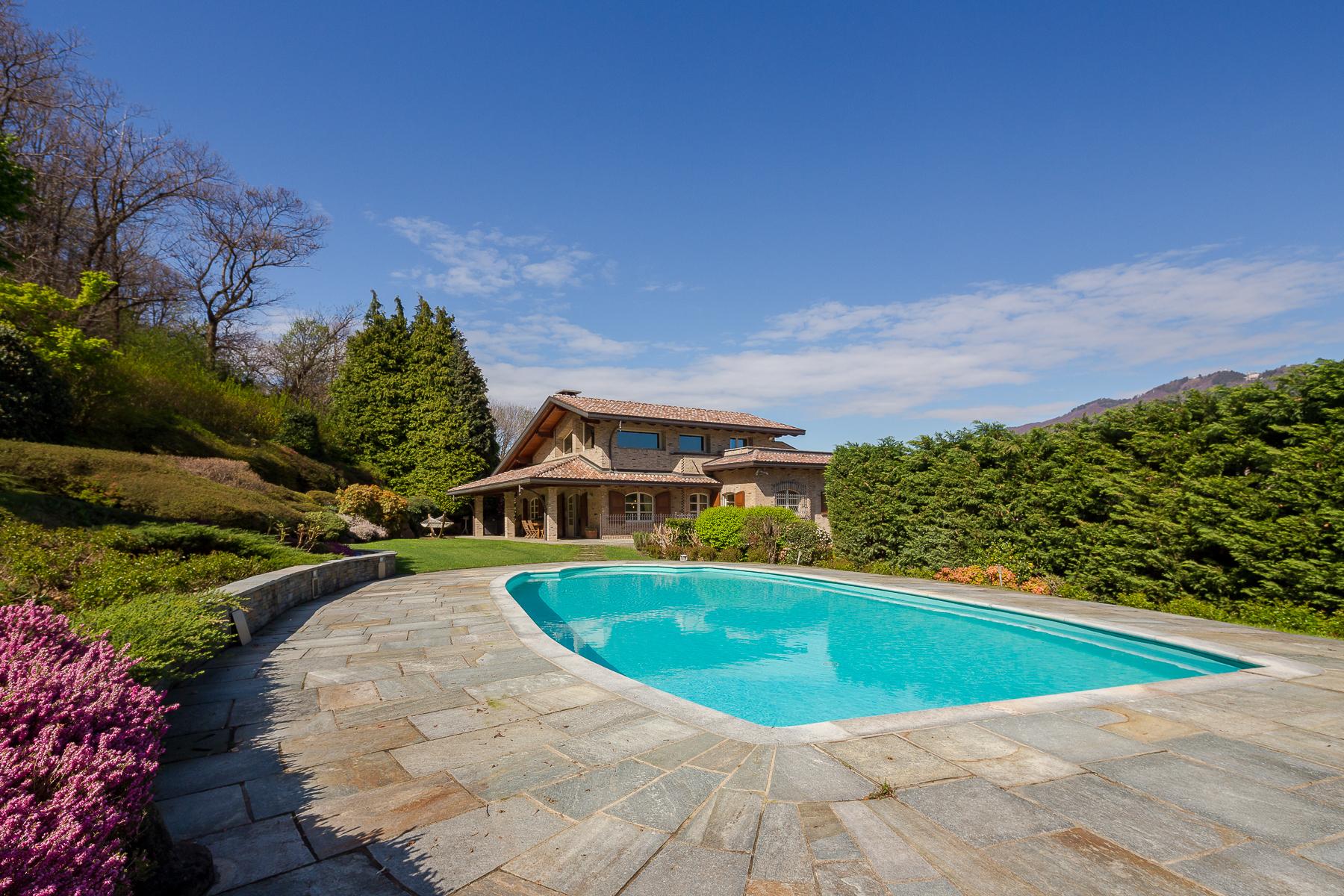 Villa in Vendita a Varese: 5 locali, 470 mq