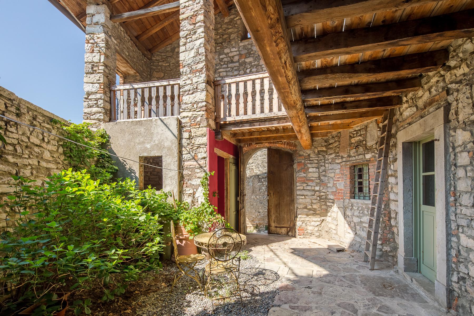 Casa indipendente in Vendita a Caprino Bergamasco: 5 locali, 500 mq - Foto 2
