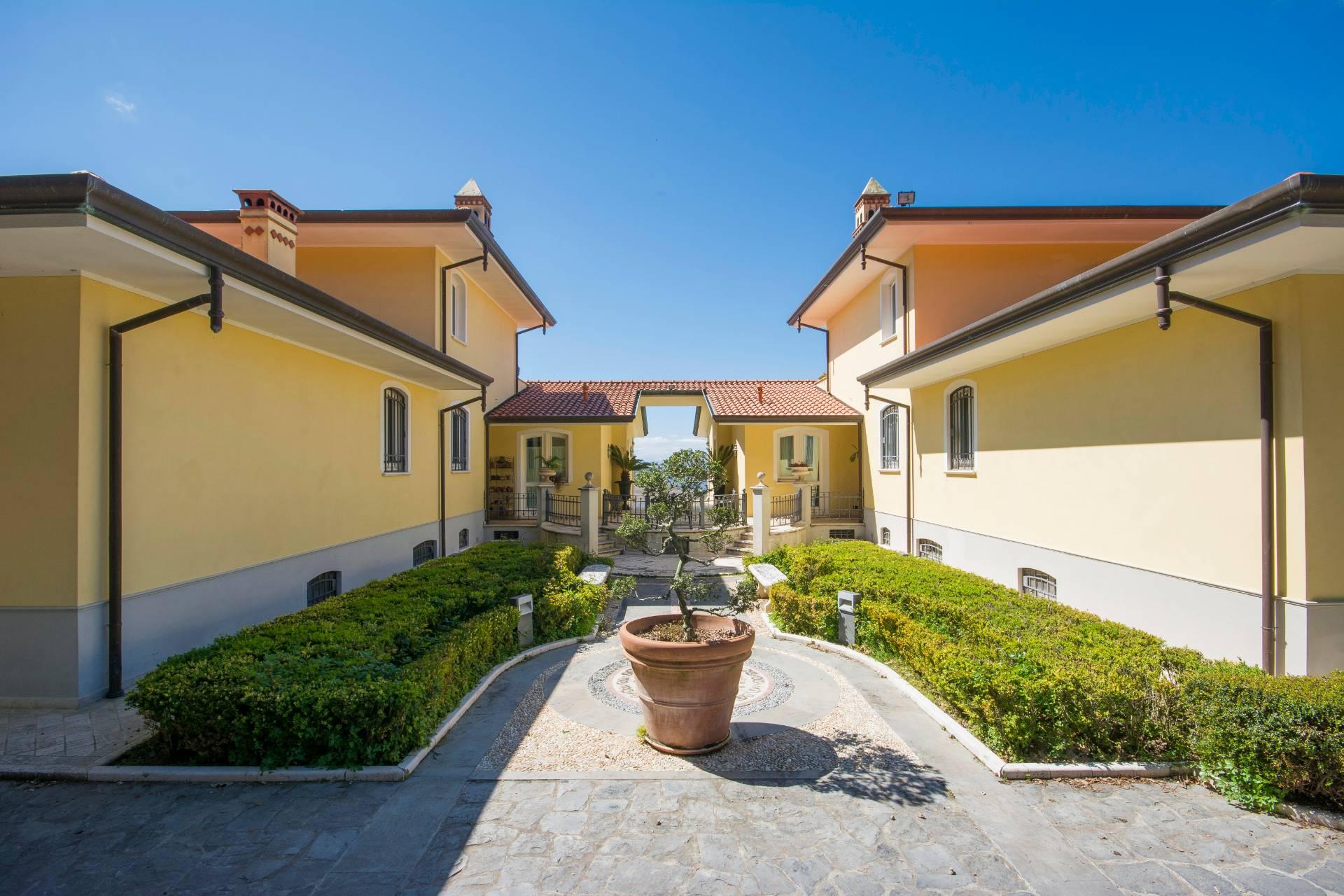 Villa in Vendita a Massarosa: 5 locali, 600 mq