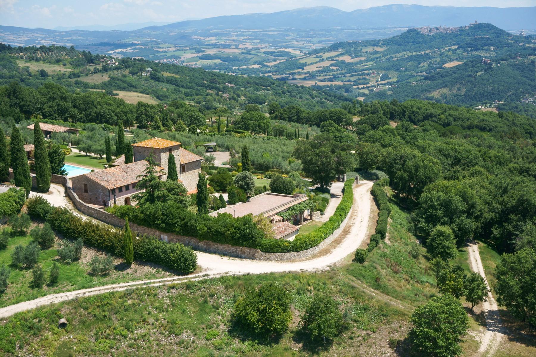 Villa in Vendita a Todi: 5 locali, 1078 mq - Foto 2