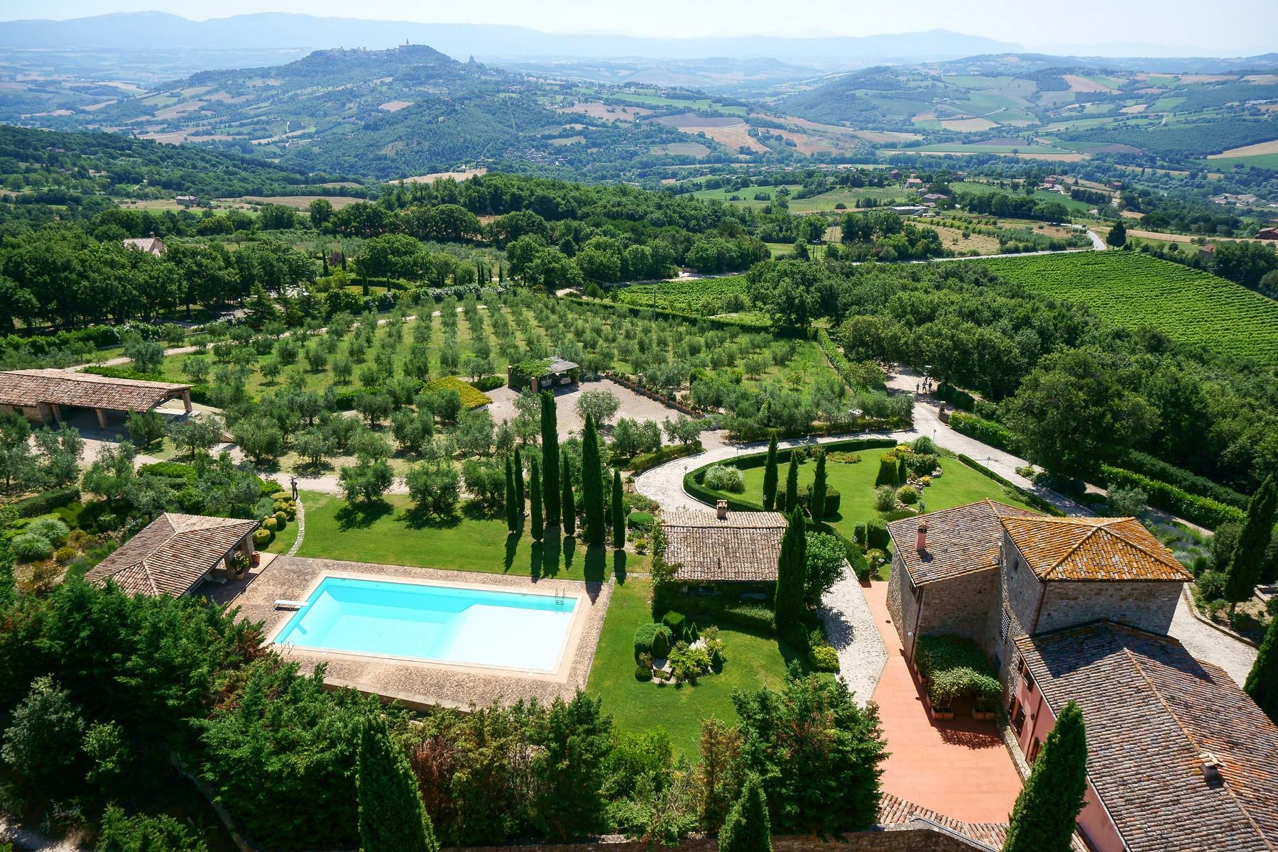 Villa in Vendita a Todi: 5 locali, 1078 mq