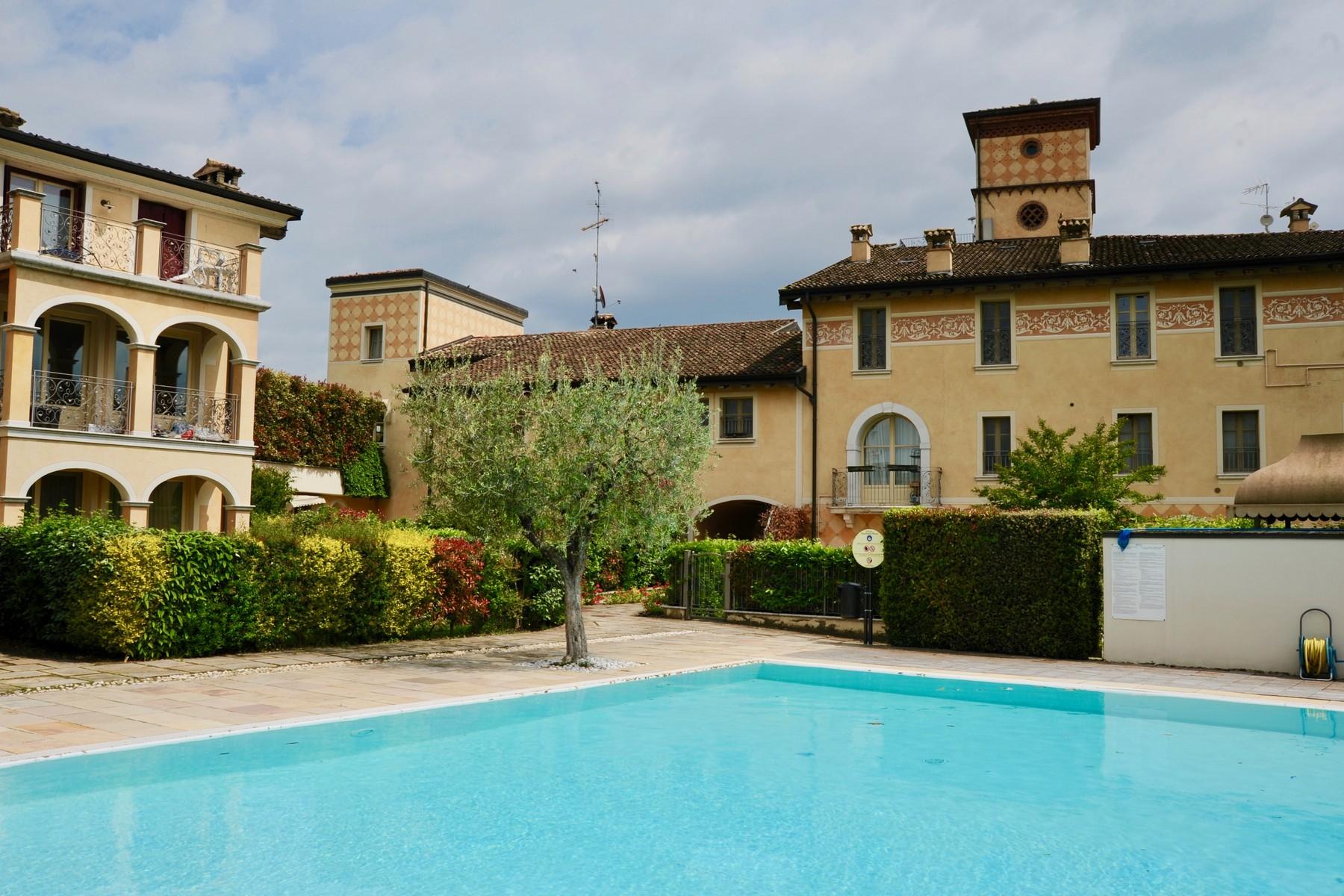 Casa indipendente in Vendita a Desenzano Del Garda: 5 locali, 300 mq - Foto 1
