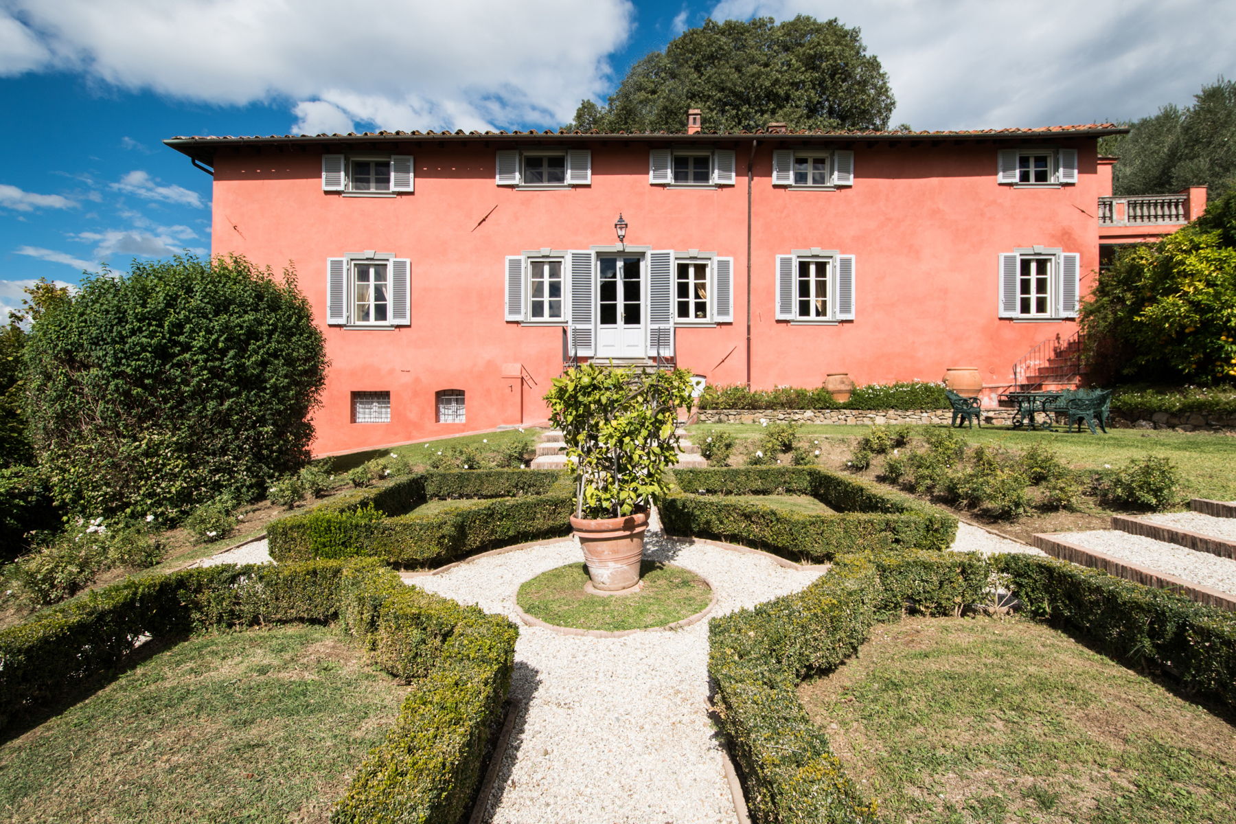 Villa in Vendita a Lucca via di igia