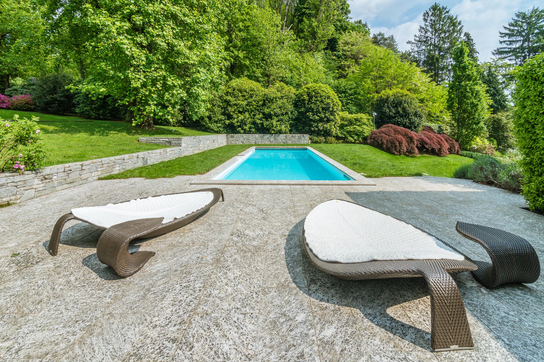 Villa in Vendita a Angera: 5 locali, 460 mq