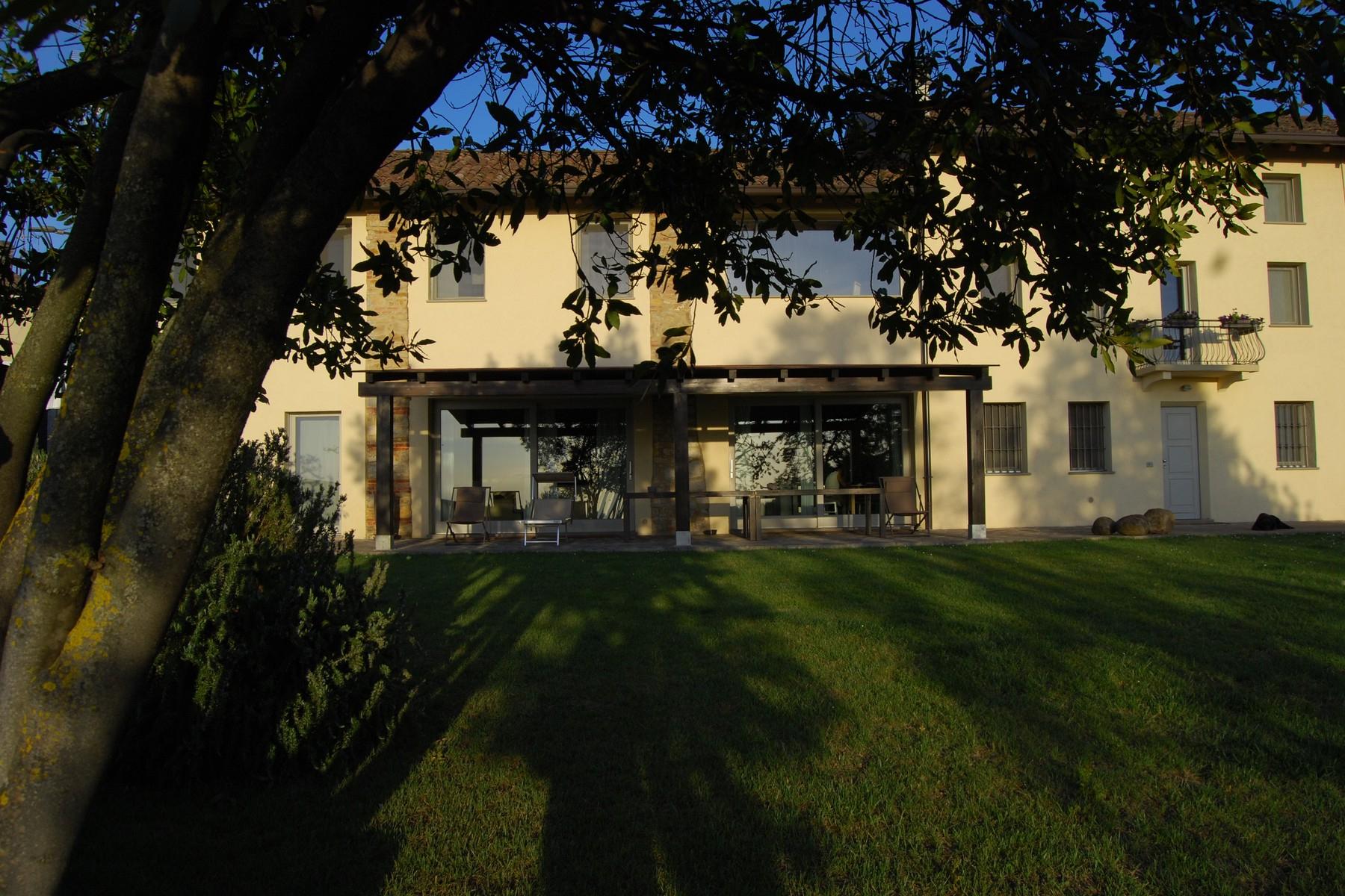 Rustico in Vendita a Montemarzino: 5 locali, 300 mq
