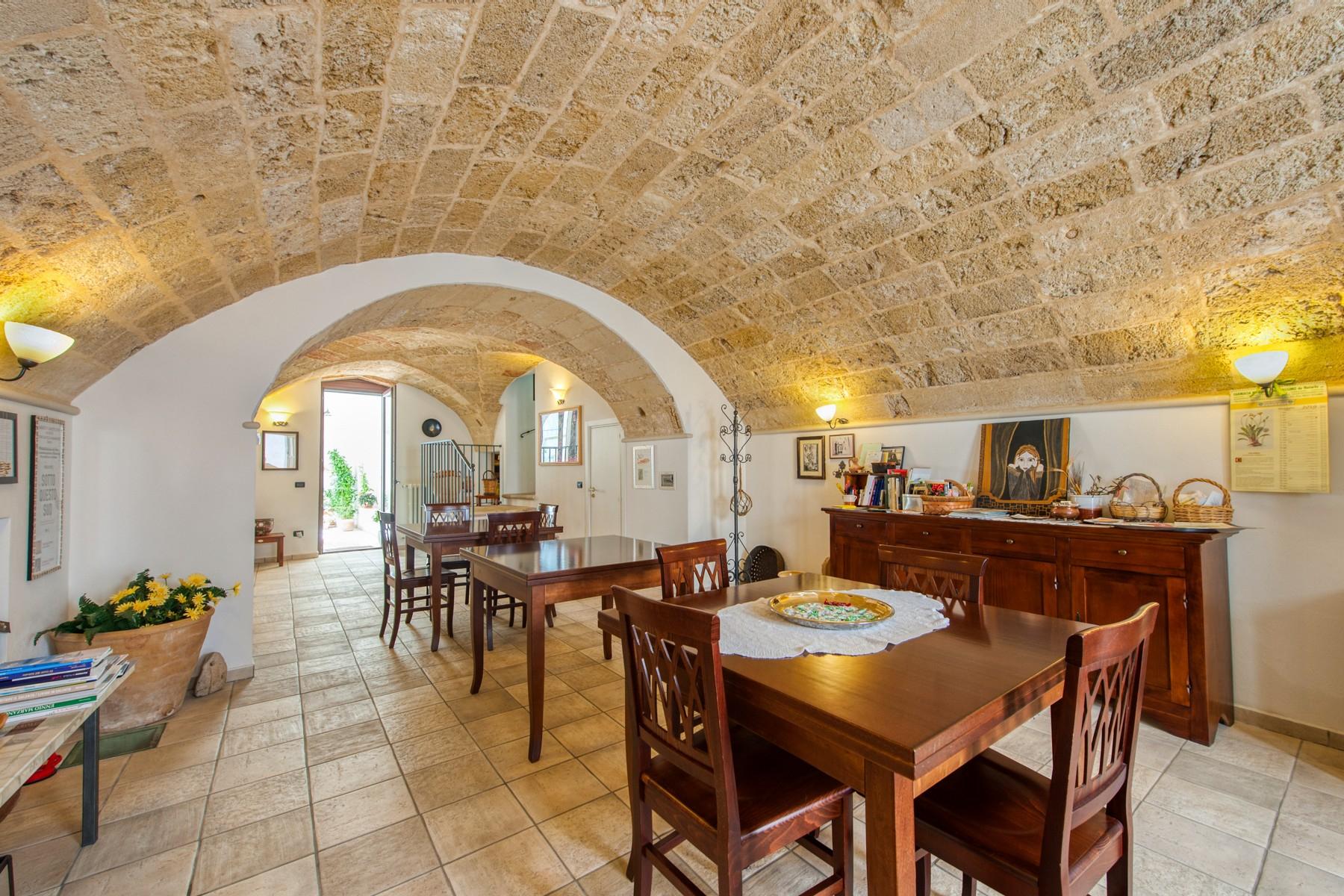 Palazzo in Vendita a Parabita: 5 locali, 450 mq - Foto 1