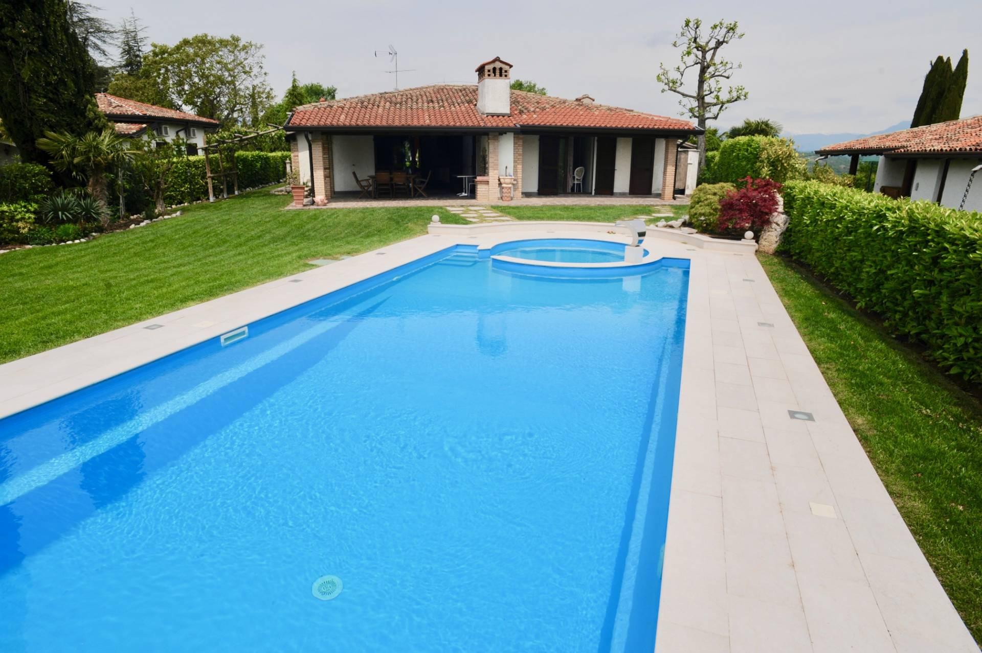 Villa in Vendita a Padenghe Sul Garda via palazzina
