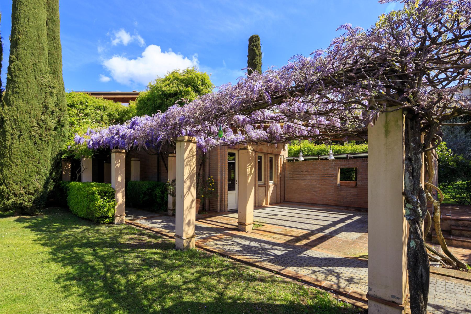 Villa in Vendita a Lucca: 5 locali, 500 mq