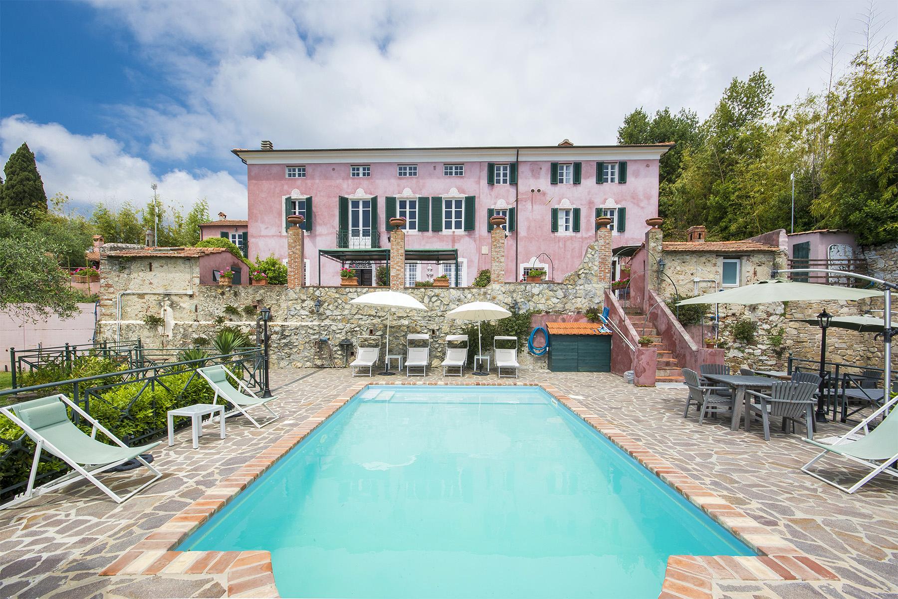 Villa in Vendita a Massarosa: 5 locali, 486 mq