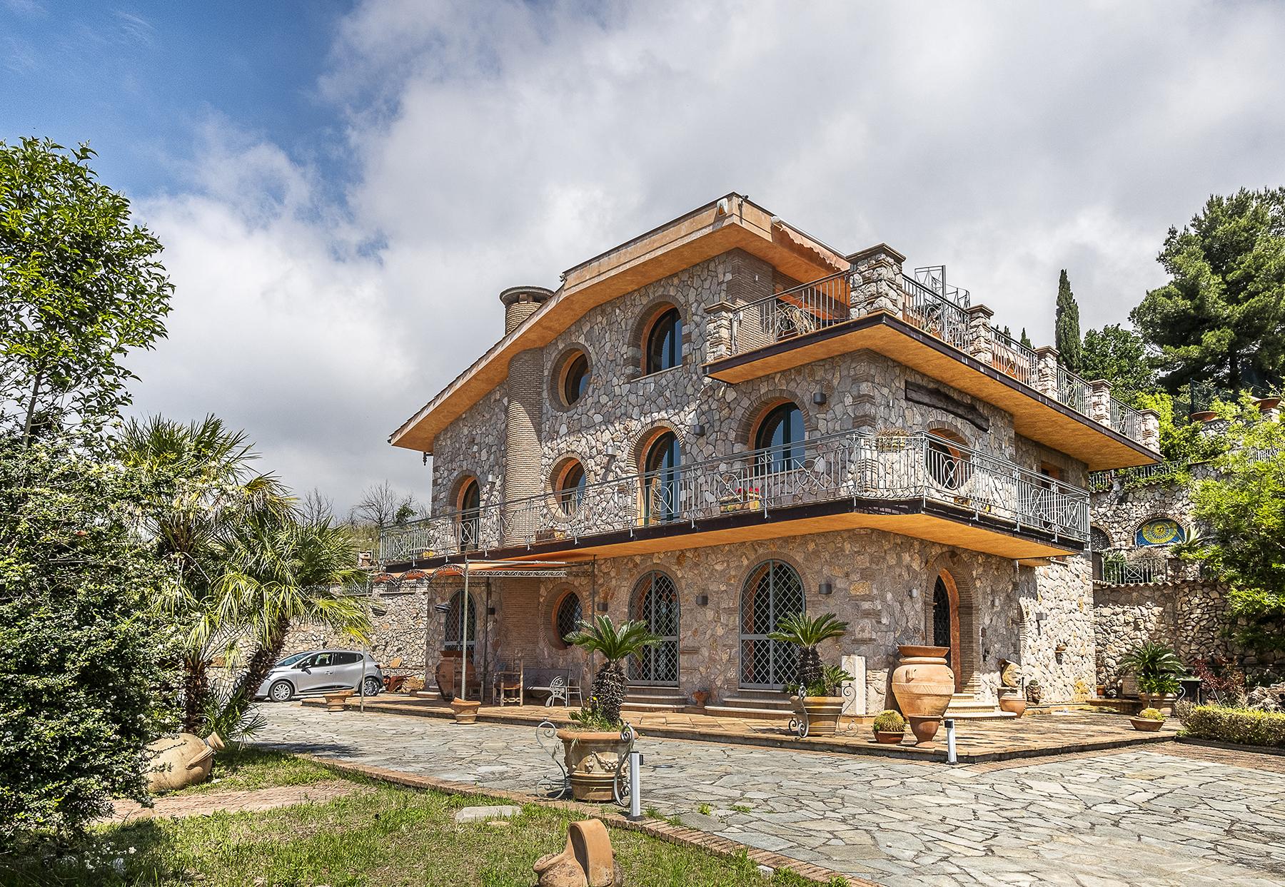 Villa in Vendita a Formia: 5 locali, 400 mq