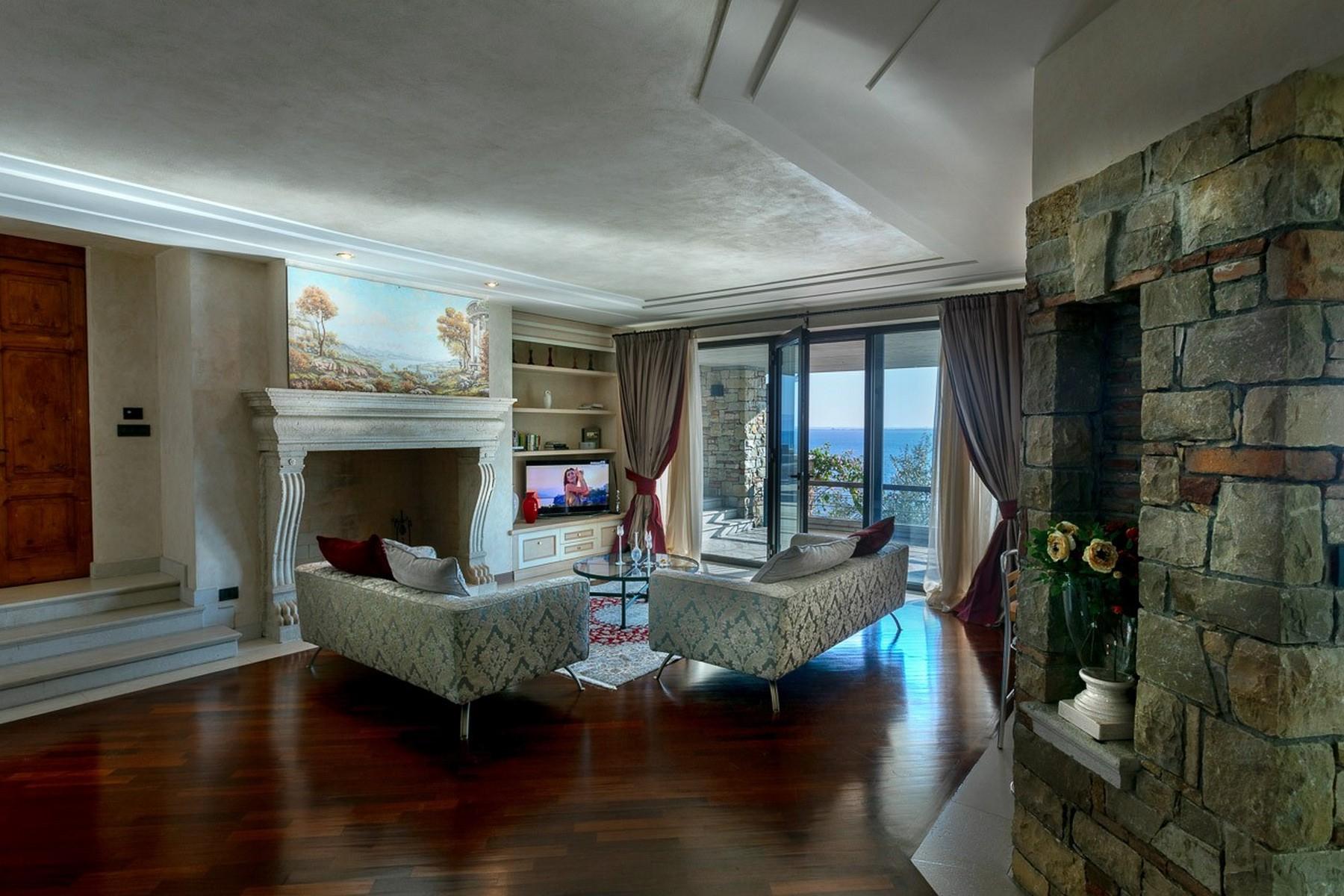 Villa in Vendita a Padenghe Sul Garda via alessandro volta