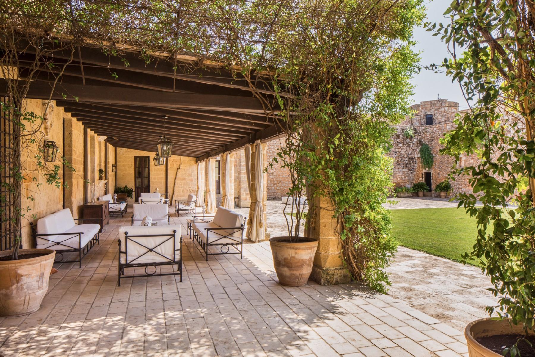 Villa in Vendita a Tricase: 5 locali, 1700 mq - Foto 4