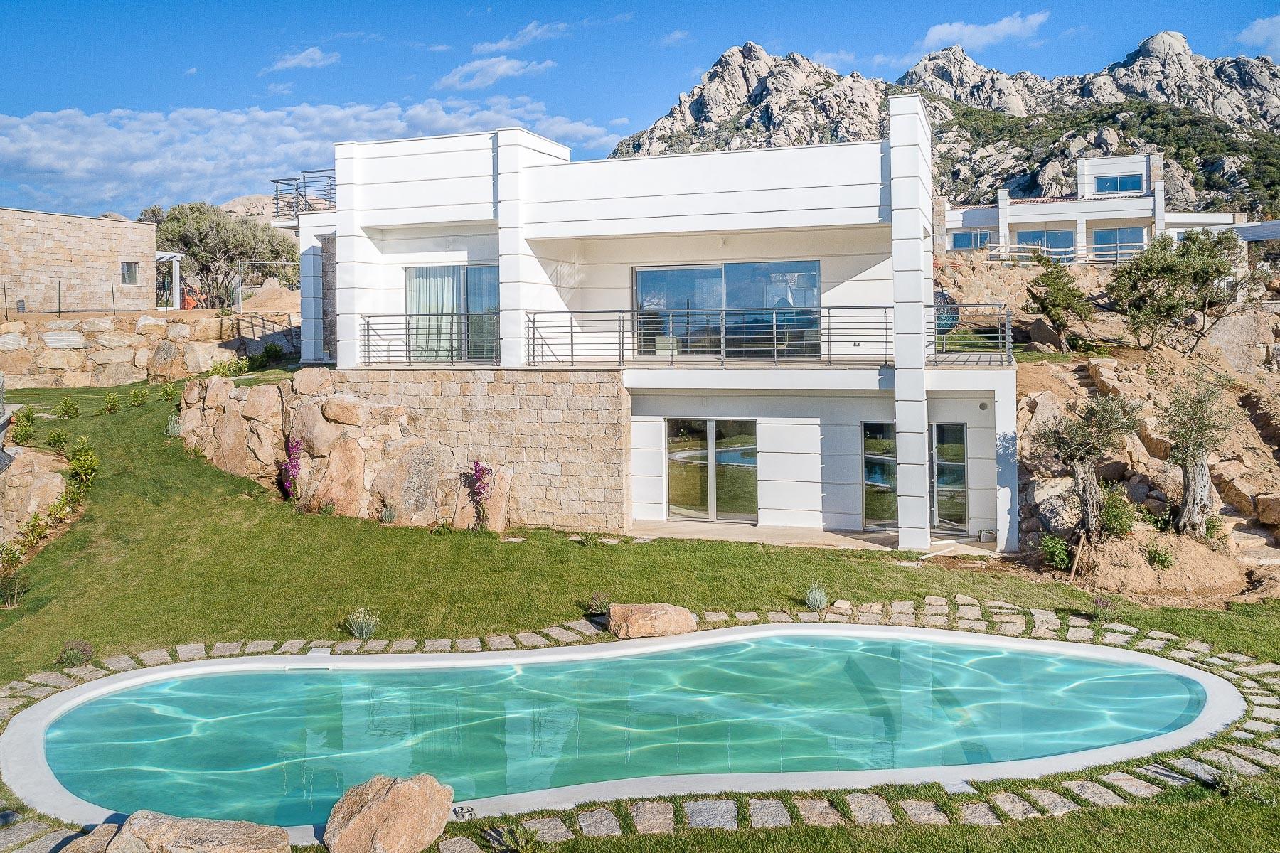 Villa in Vendita a Arzachena: 4 locali, 211 mq