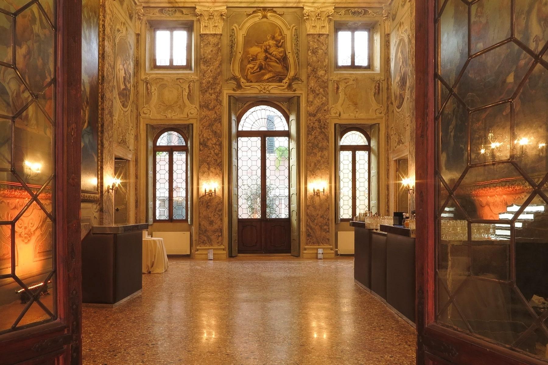 Appartamento in Vendita a Verona: 5 locali, 615 mq