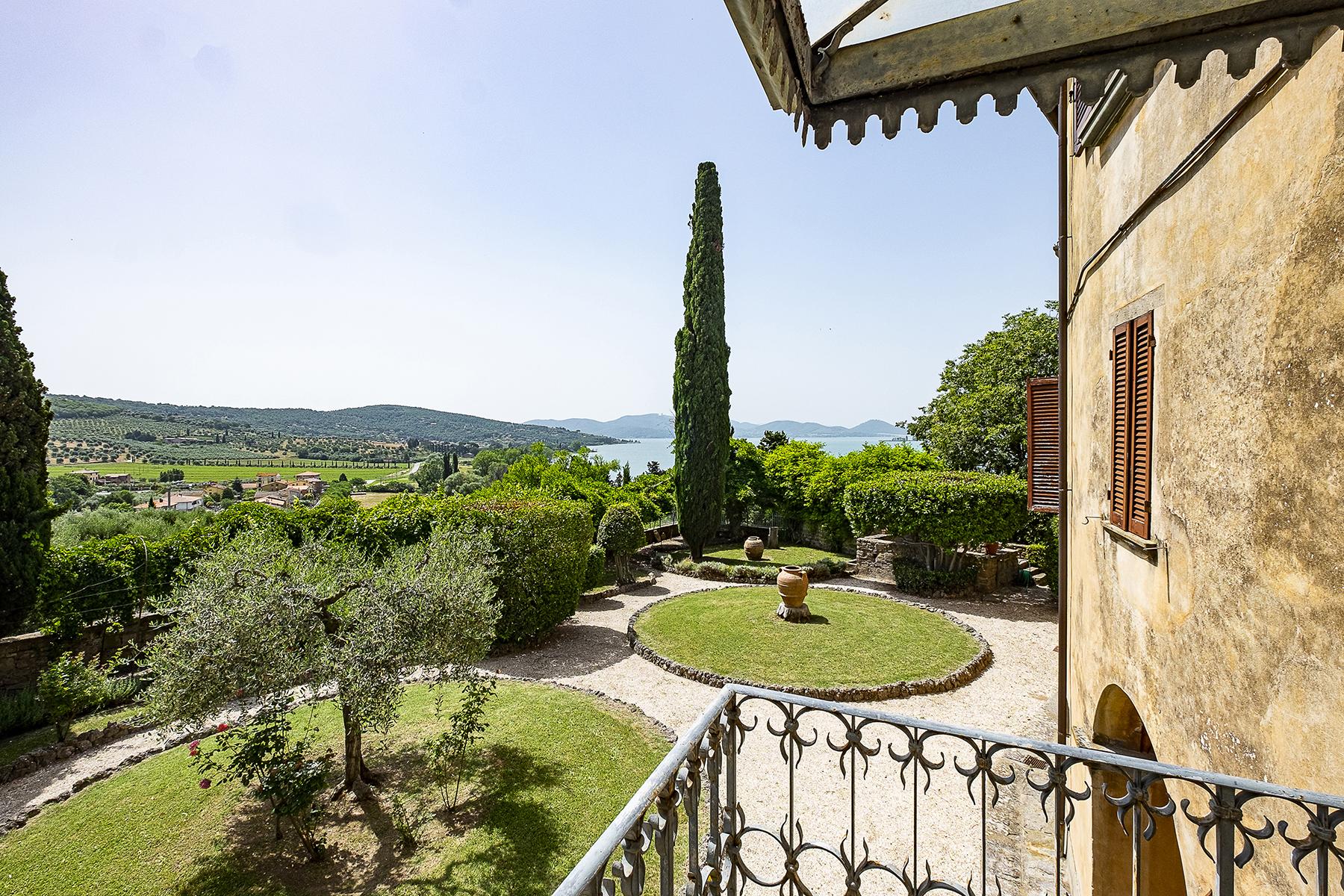 Villa in Vendita a Magione: 5 locali, 1000 mq