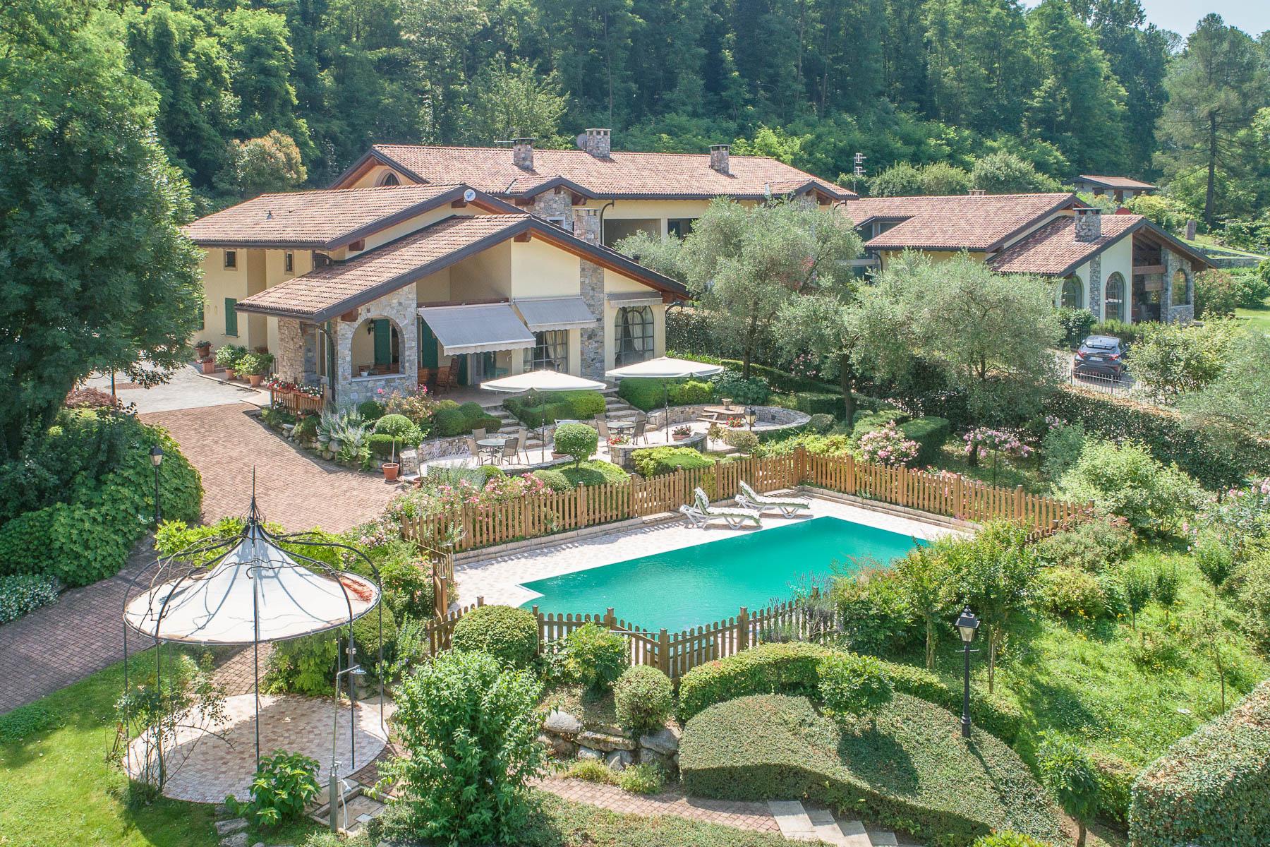 Villa in Vendita a Besozzo: 5 locali, 426 mq