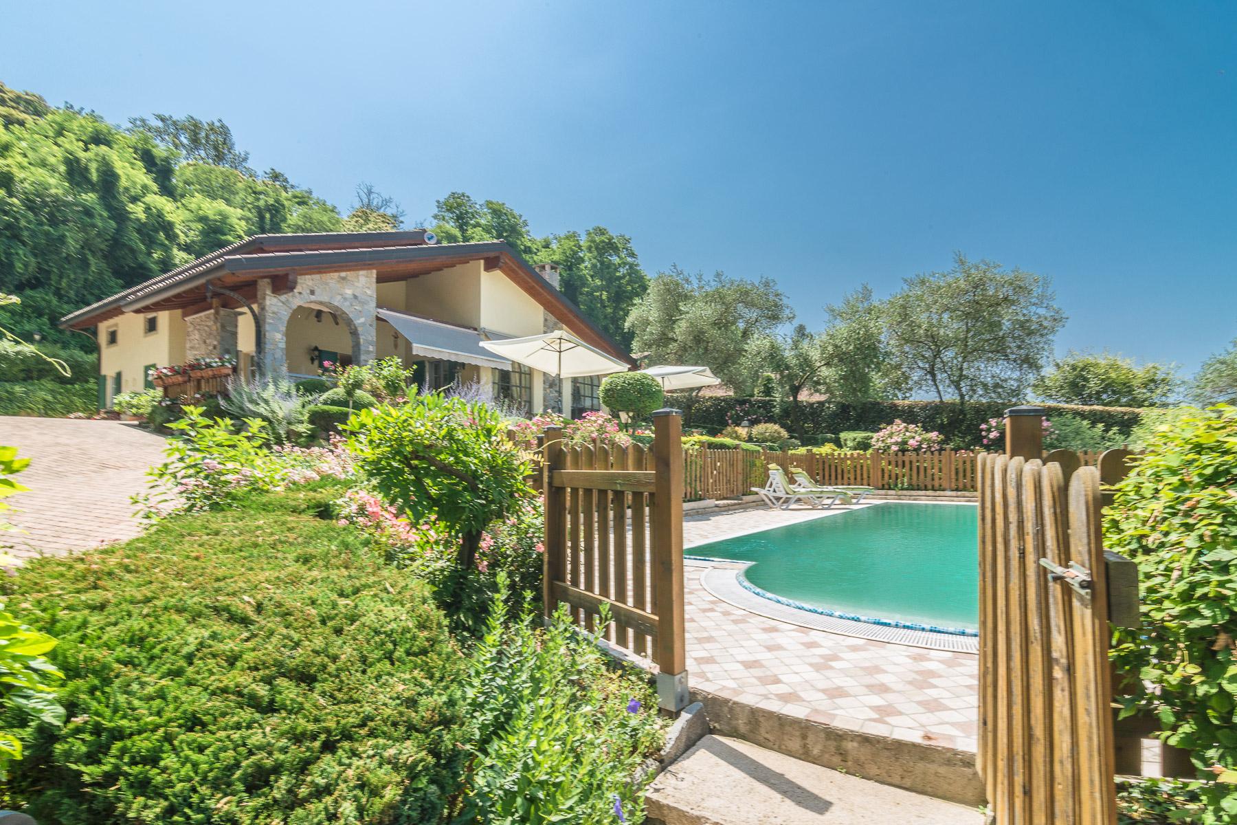 Villa in Vendita a Besozzo via massino