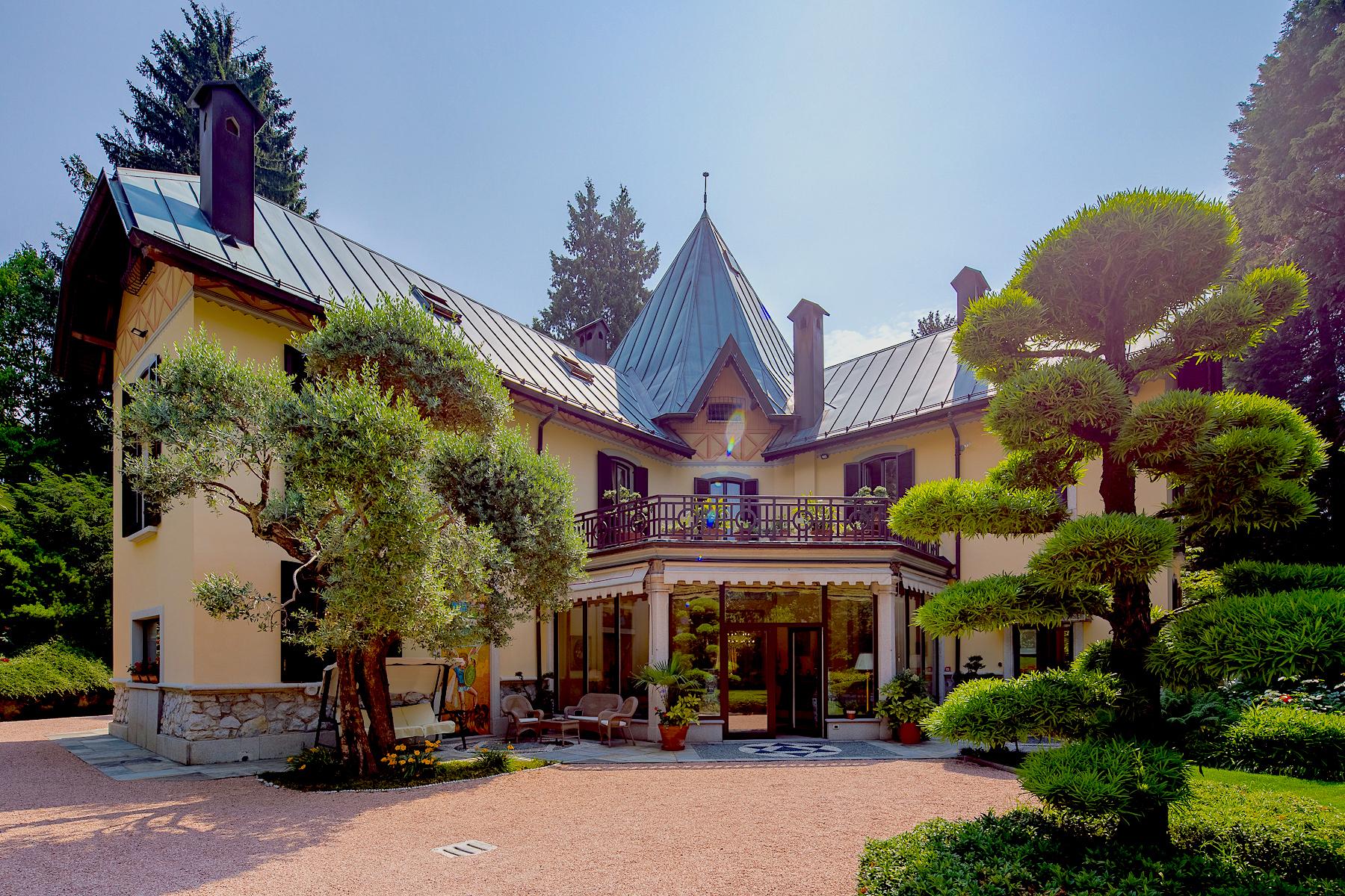 Villa in Vendita a Varese: 5 locali, 830 mq