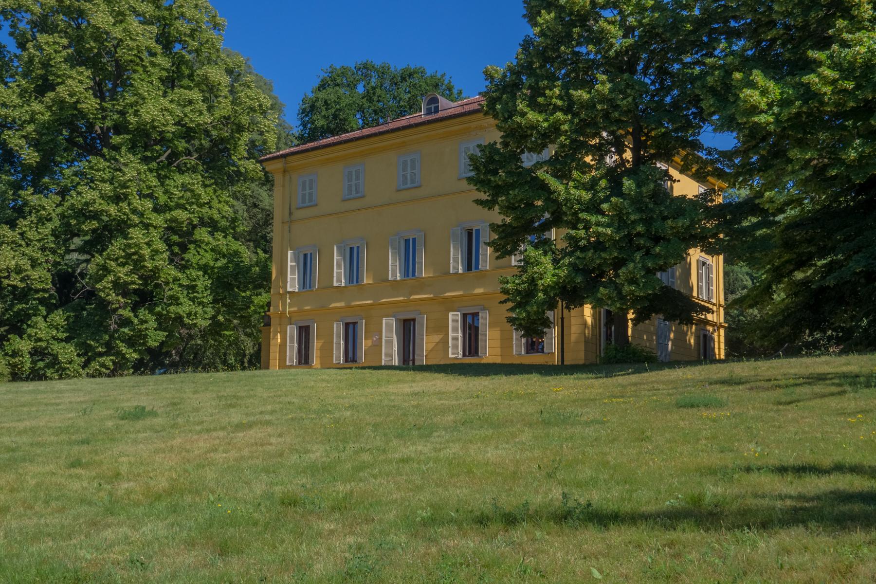 Villa in Affitto a Moncalieri: 5 locali, 983 mq