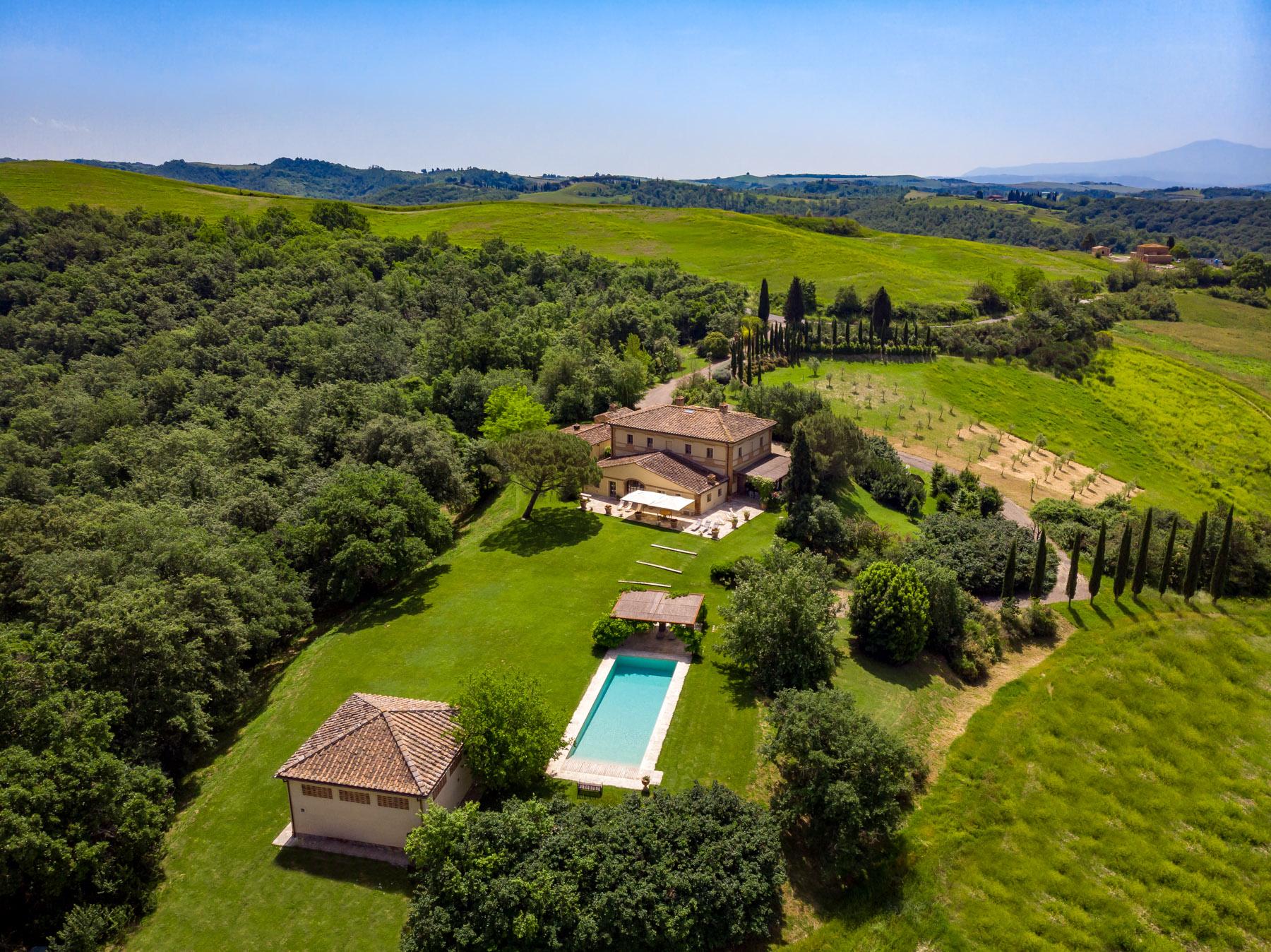 Villa in Vendita a Buonconvento: 5 locali, 585 mq