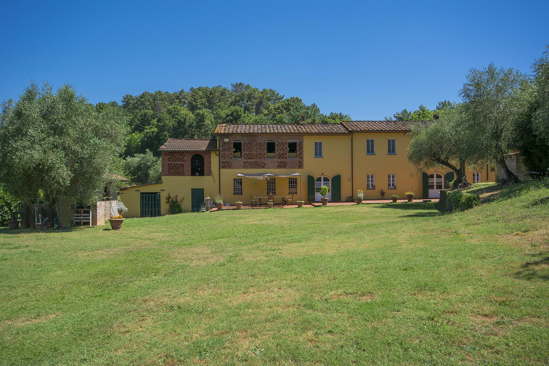 Rustico in Vendita a Capannori: 5 locali, 400 mq