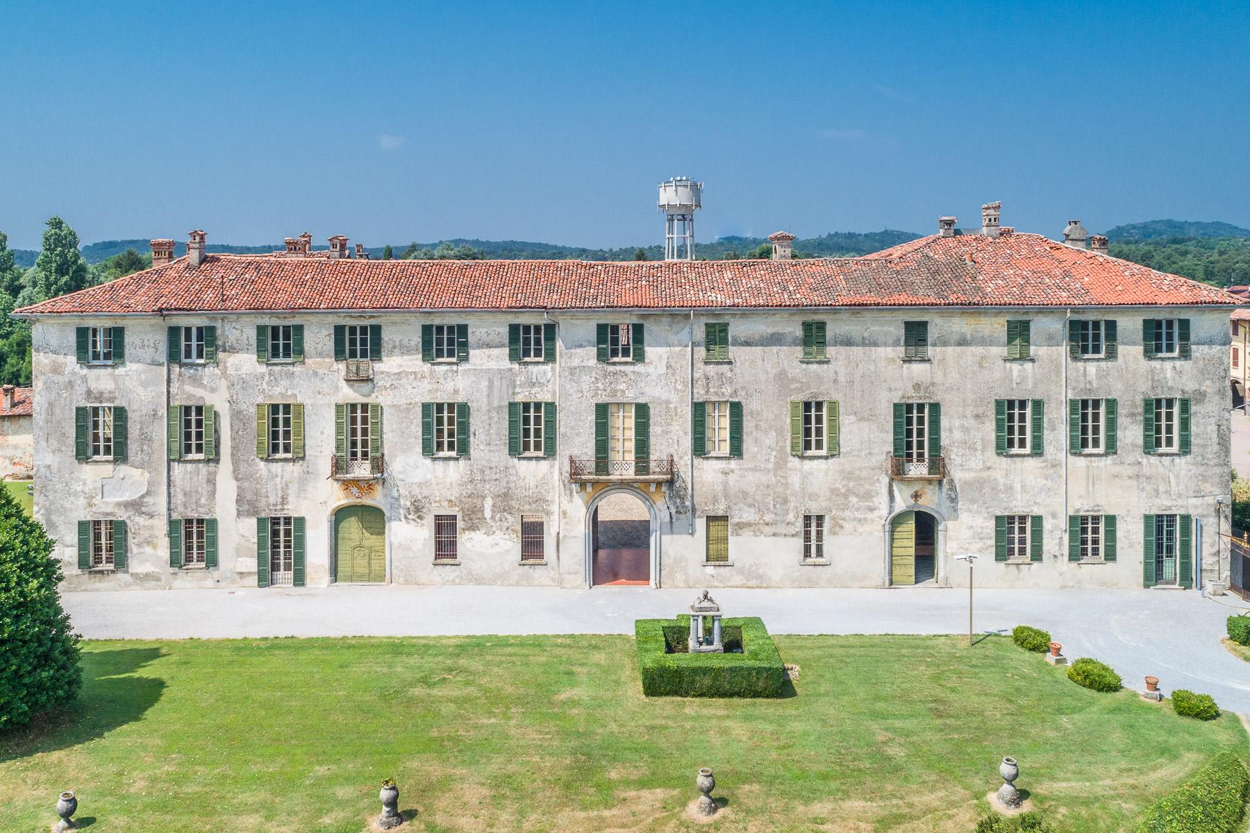 Villa in Vendita a Alzate Brianza: 5 locali, 4000 mq