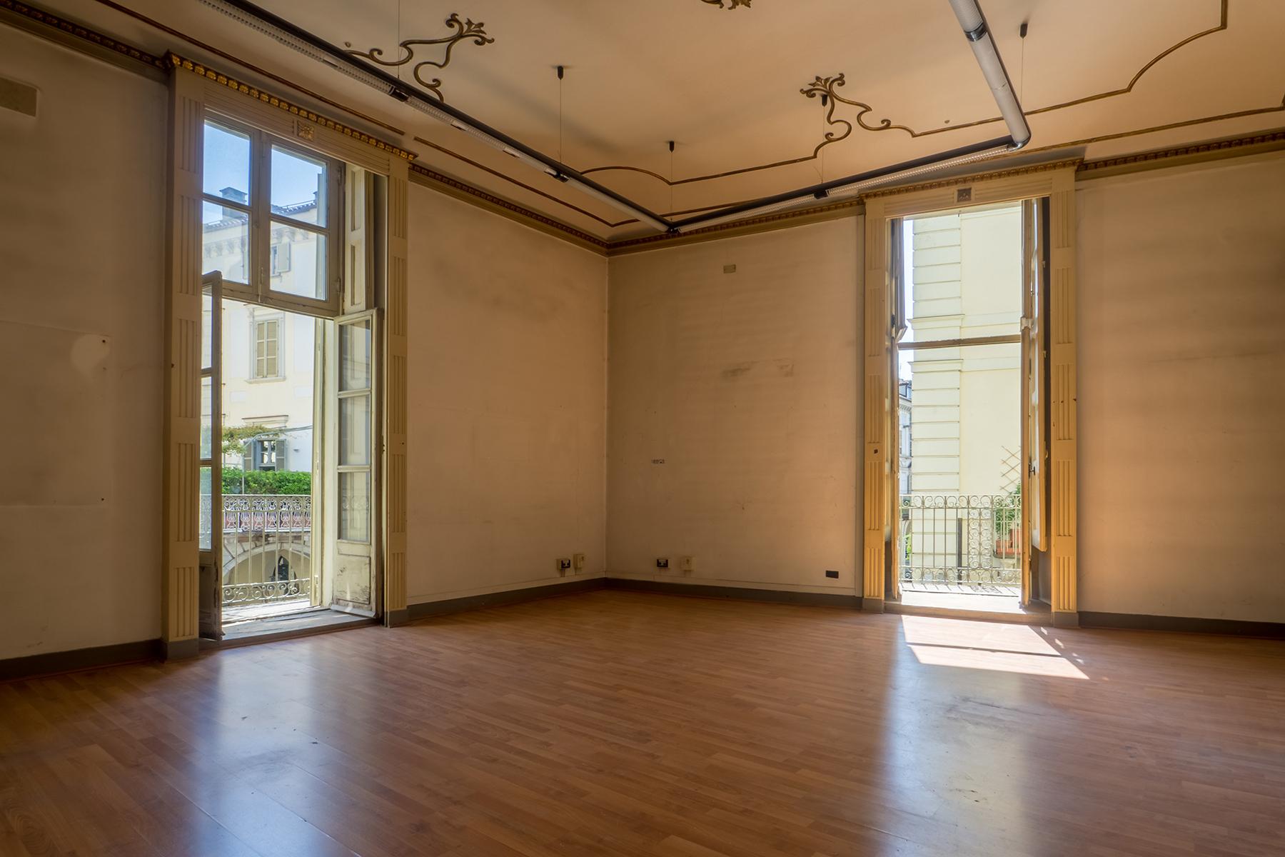 Ufficio-studio in Affitto a Torino Centro: 5 locali, 676 mq
