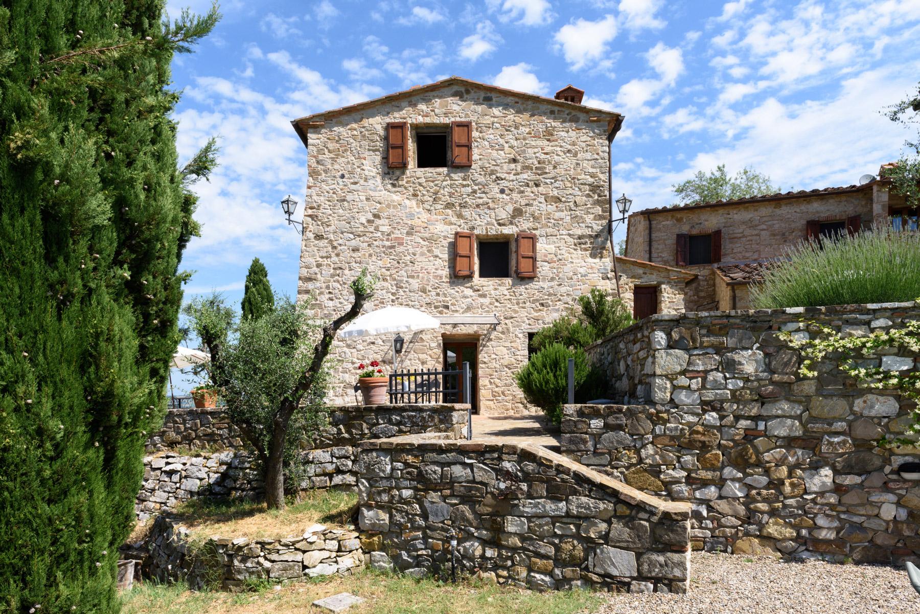 Rustico in Vendita a Castellina In Chianti: 5 locali, 650 mq