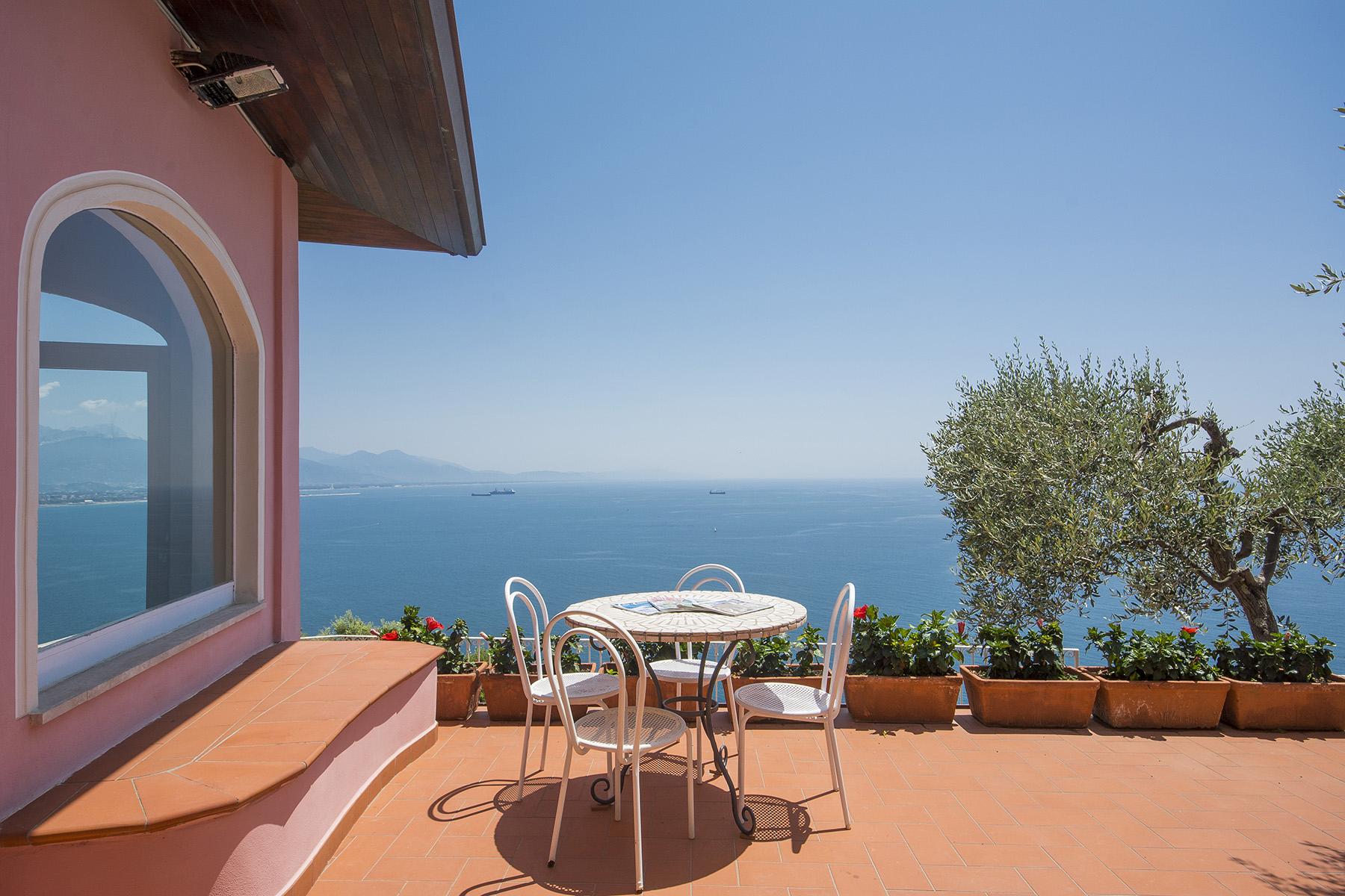 Villa in Vendita a Ameglia: 5 locali, 200 mq