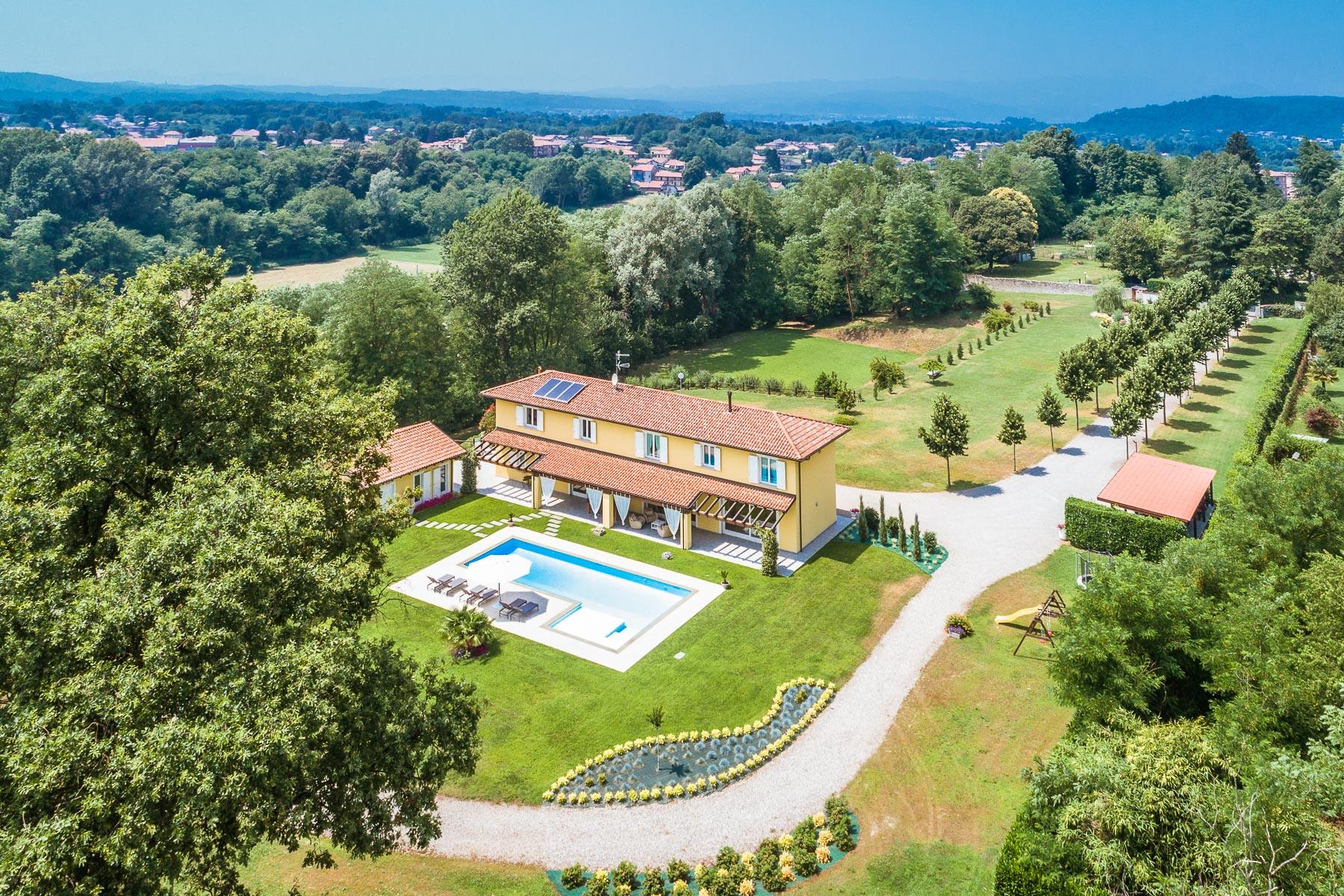 Villa in Vendita a Castelletto Sopra Ticino: 5 locali, 440 mq