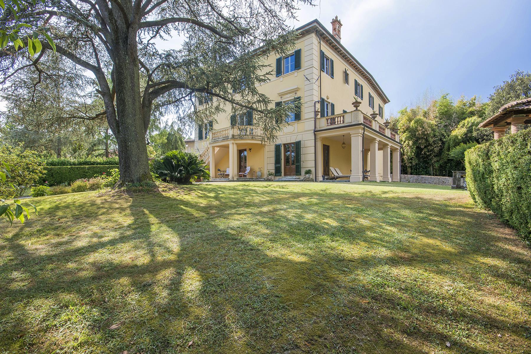 Villa in Vendita a Lucca: 5 locali, 1150 mq
