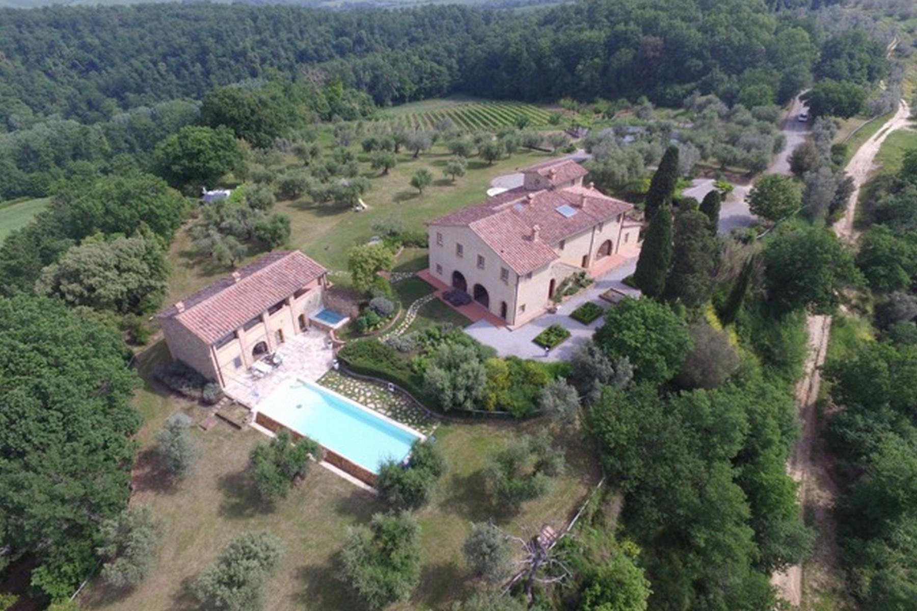 Villa in Vendita a Peccioli: 5 locali, 900 mq