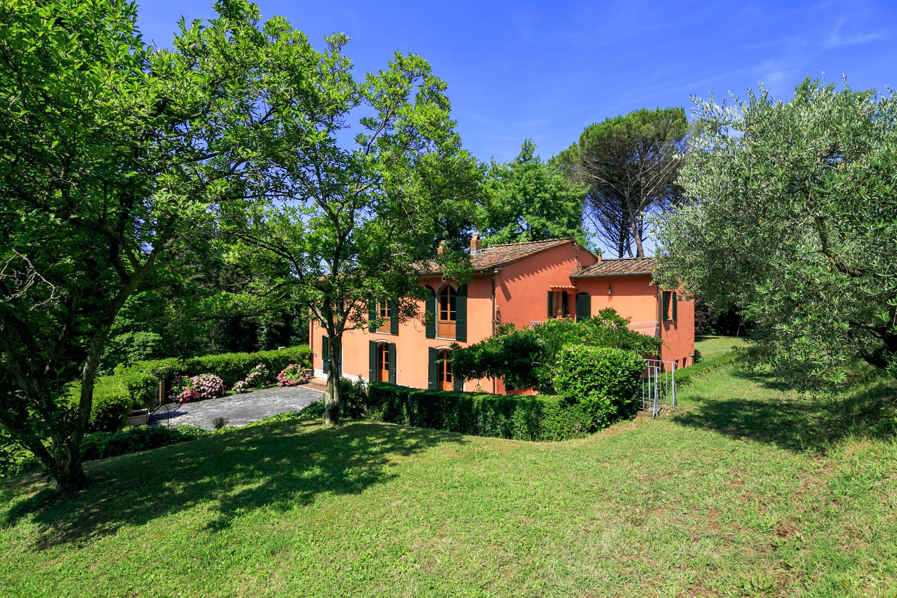 Villa in Vendita a Lucca: 5 locali, 320 mq
