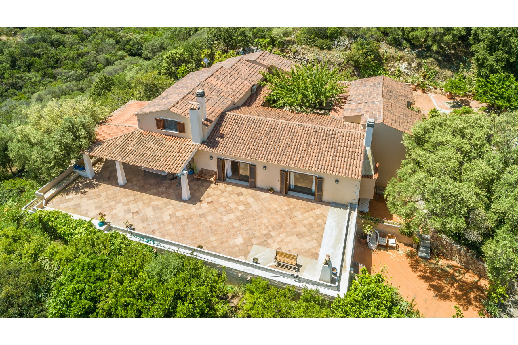 Villa in Vendita a Olbia: 5 locali, 483 mq