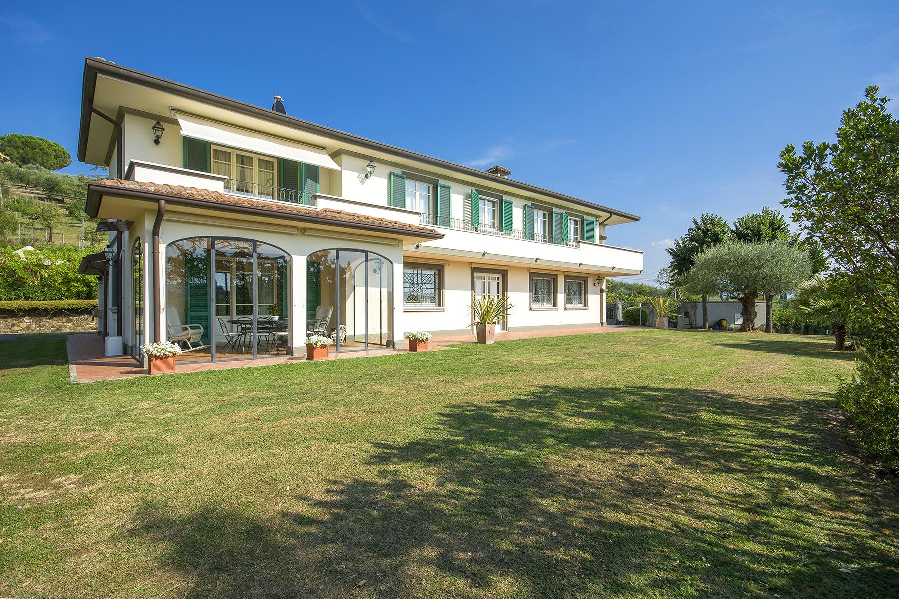 Casa indipendente in Vendita a Lucca: 5 locali, 300 mq