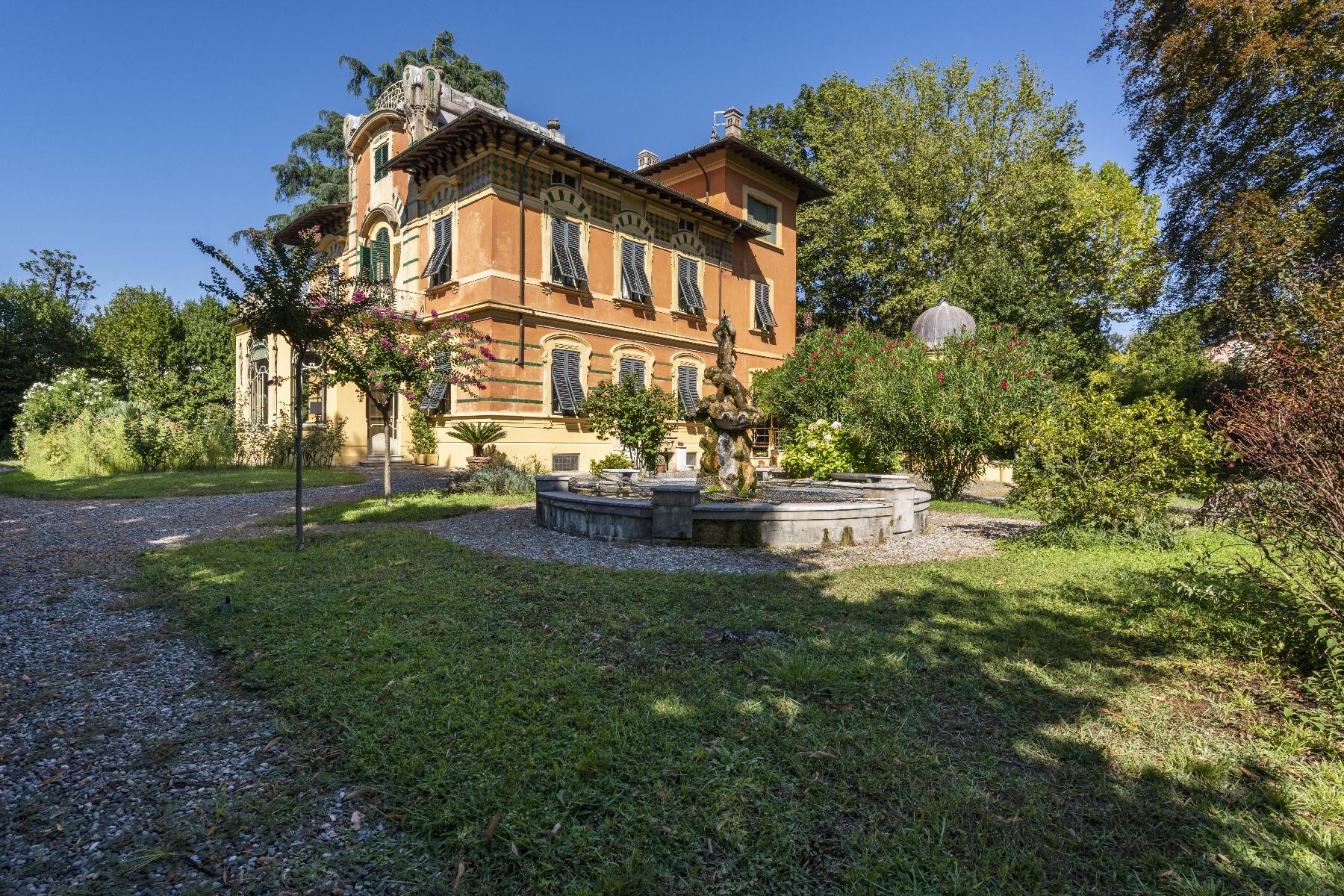 Villa in Vendita a Lucca: 5 locali, 660 mq