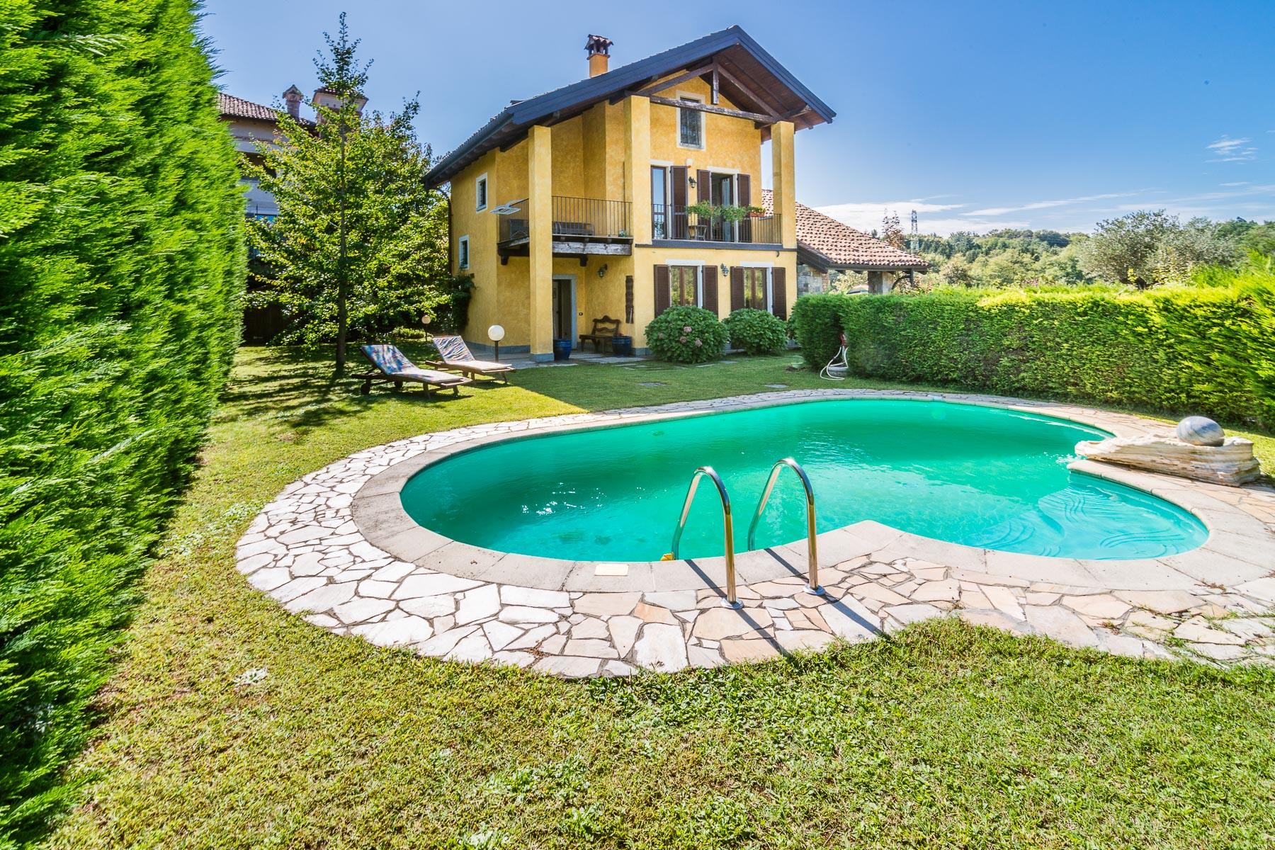 Villa in Vendita a Arona: 5 locali, 215 mq