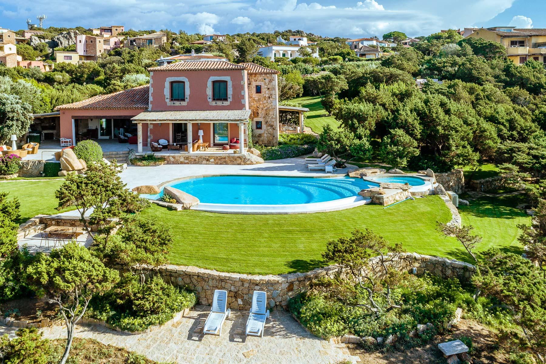 Villa in Vendita a Arzachena: 5 locali, 246 mq