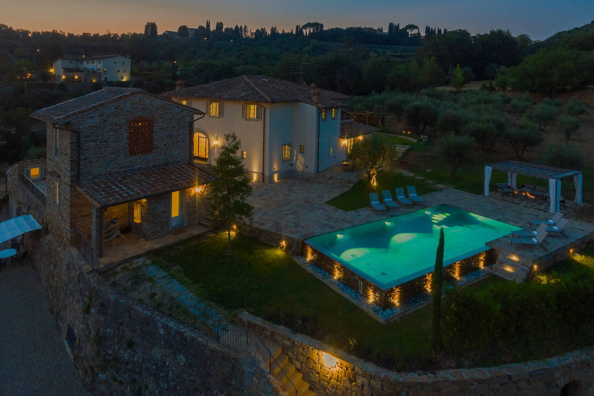 Villa in Vendita a Firenze Periferia Sud: 5 locali, 700 mq