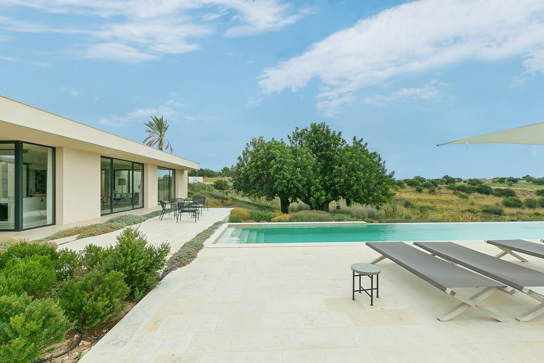 Villa in Vendita a Avola contrada meti
