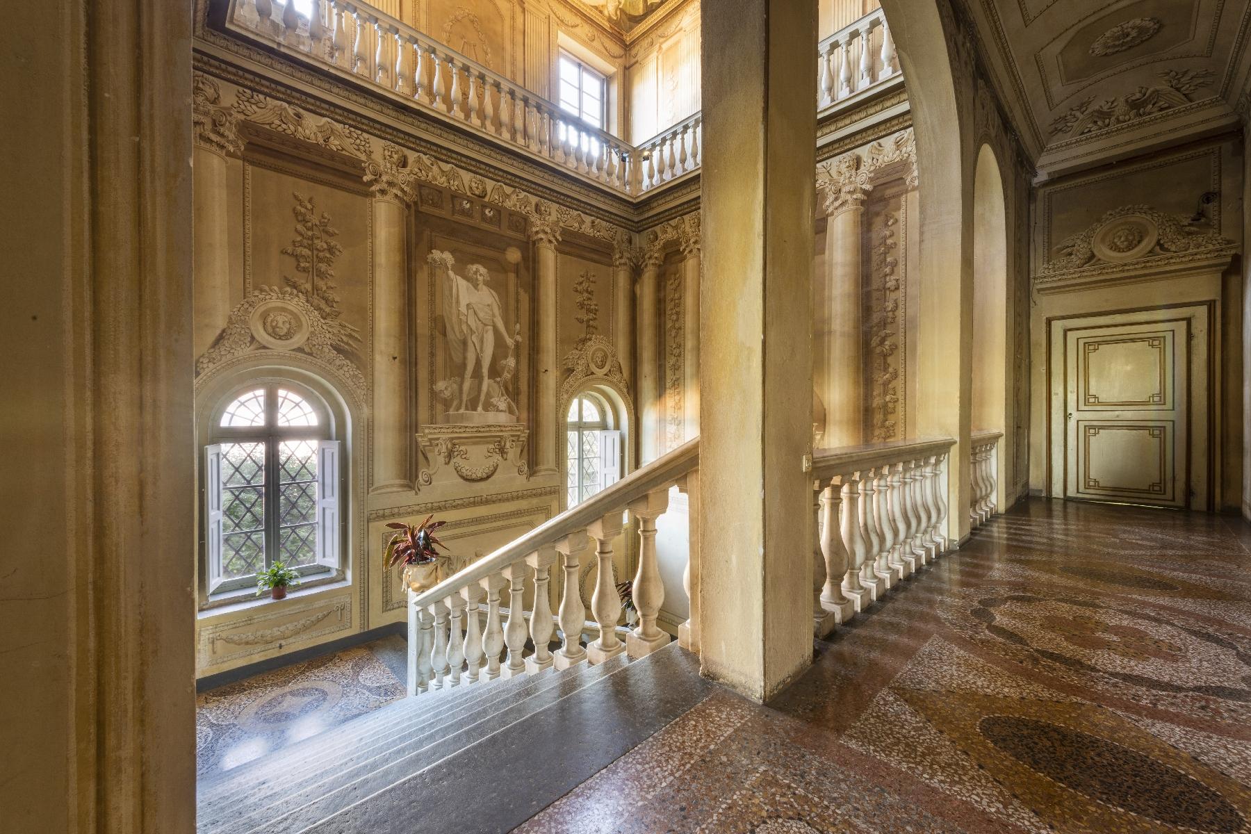 Villa in Vendita a Pisa: 5 locali, 2820 mq