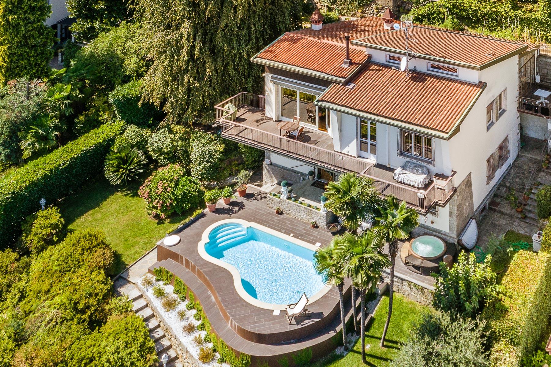 Villa in Vendita a Lesa: 5 locali, 350 mq