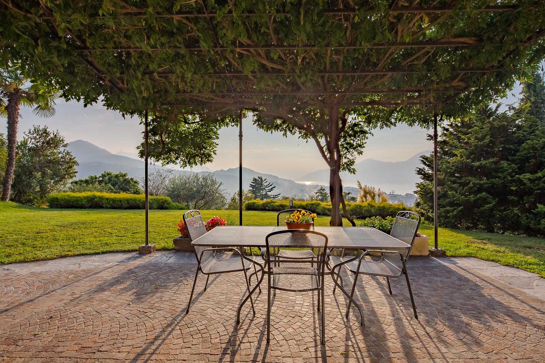 Villa in Vendita a Luino: 5 locali, 324 mq