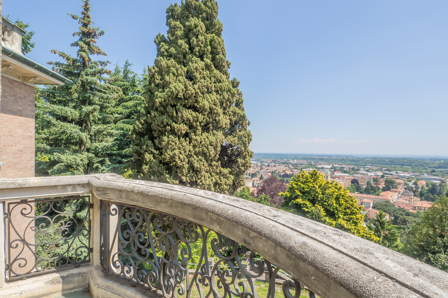 Appartamento in Vendita a Biella: 4 locali, 185 mq